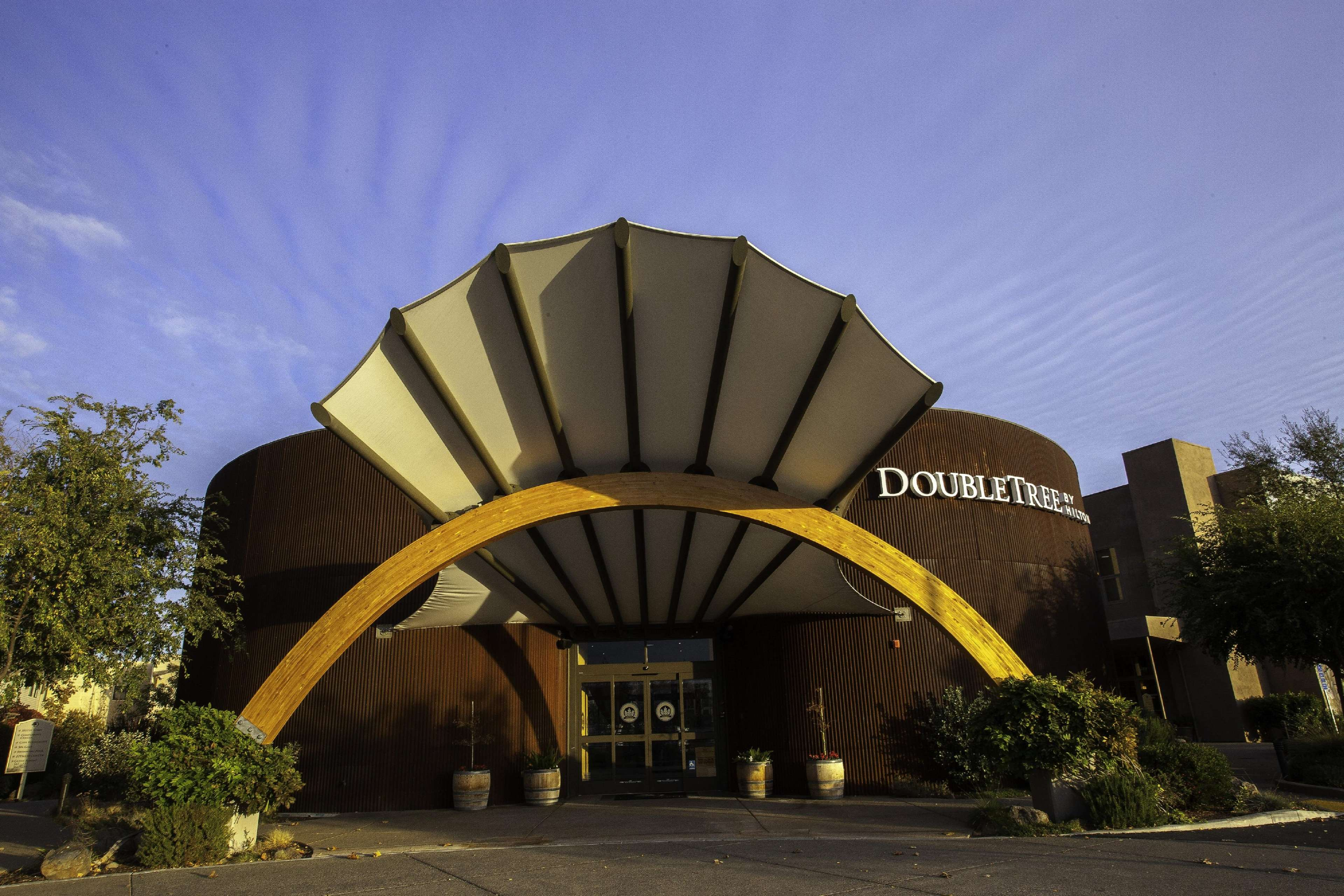 DoubleTree by Hilton Hotel & Spa Napa Valley - American Canyon image 0