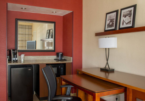 Courtyard by Marriott Chicago Highland Park/Northbrook image 10