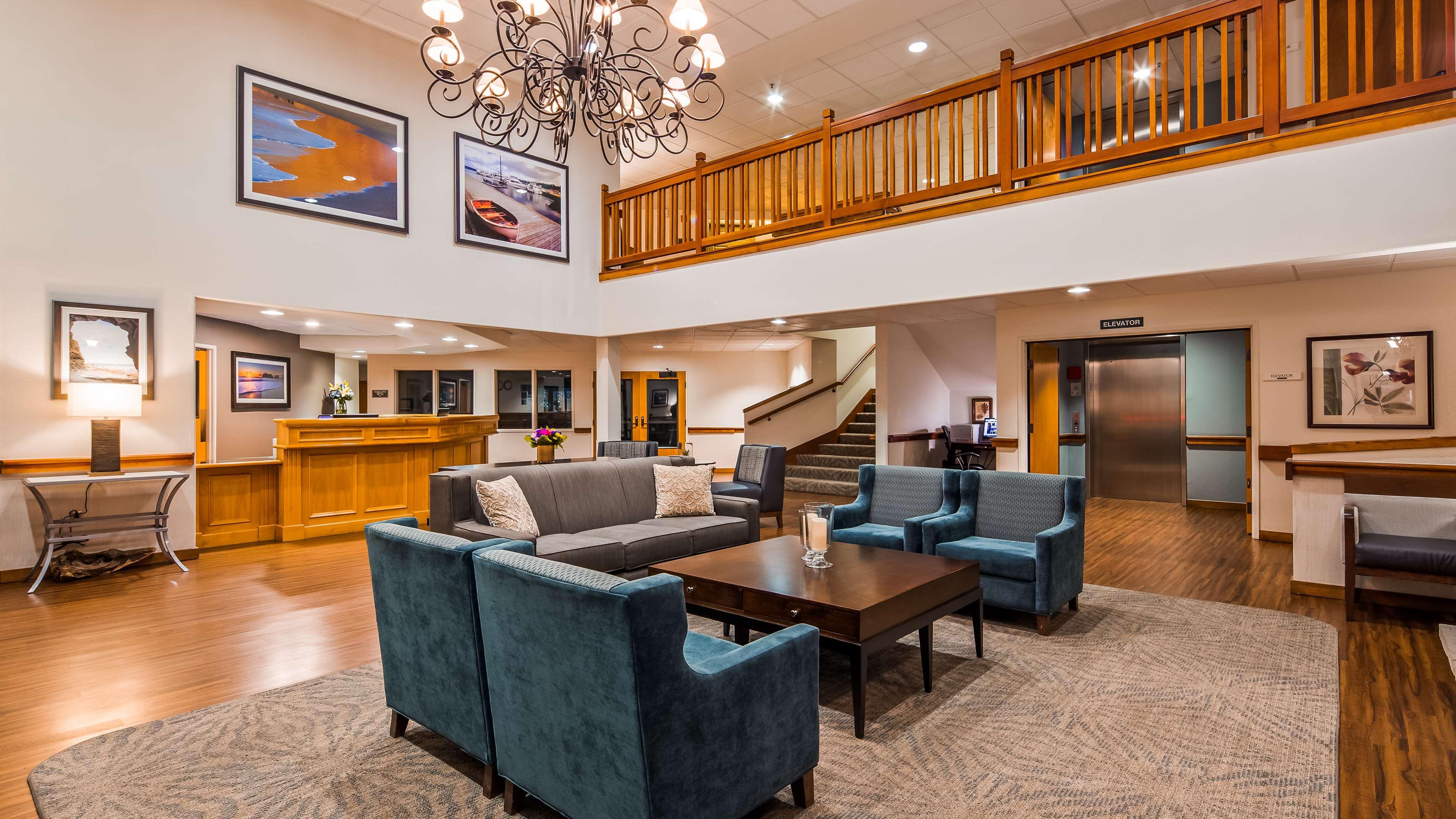 Best Western Plus Edmonds Harbor Inn image 2