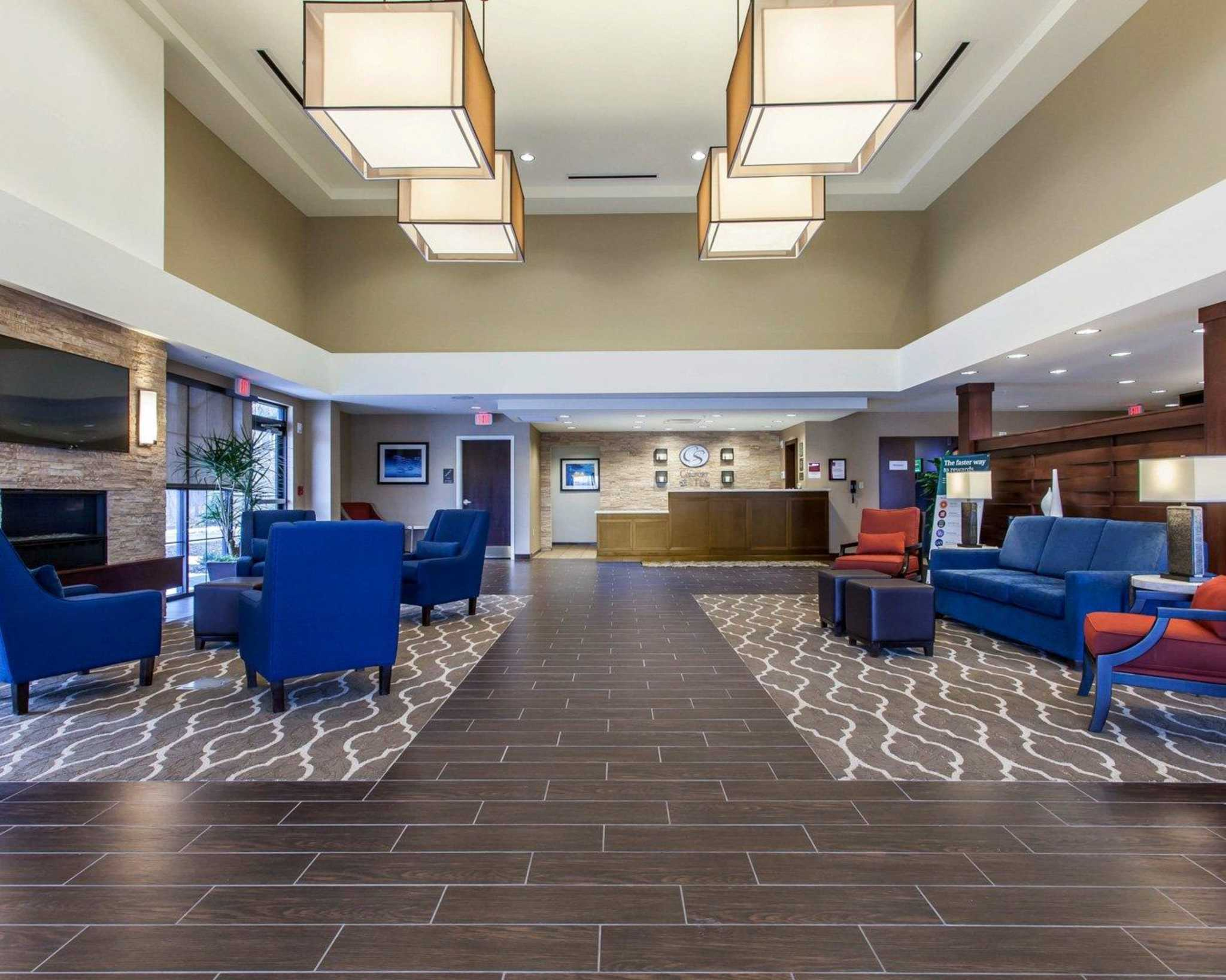 Comfort Suites Youngstown North image 16
