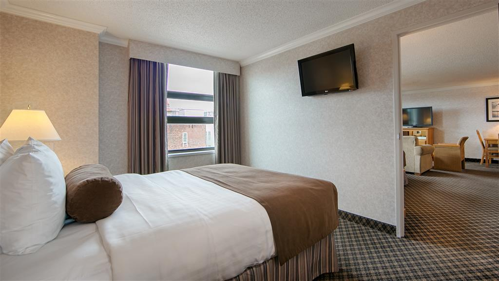 Best Western Plus Carlton Plaza Hotel in Victoria: Family Suite with Two Queen Beds