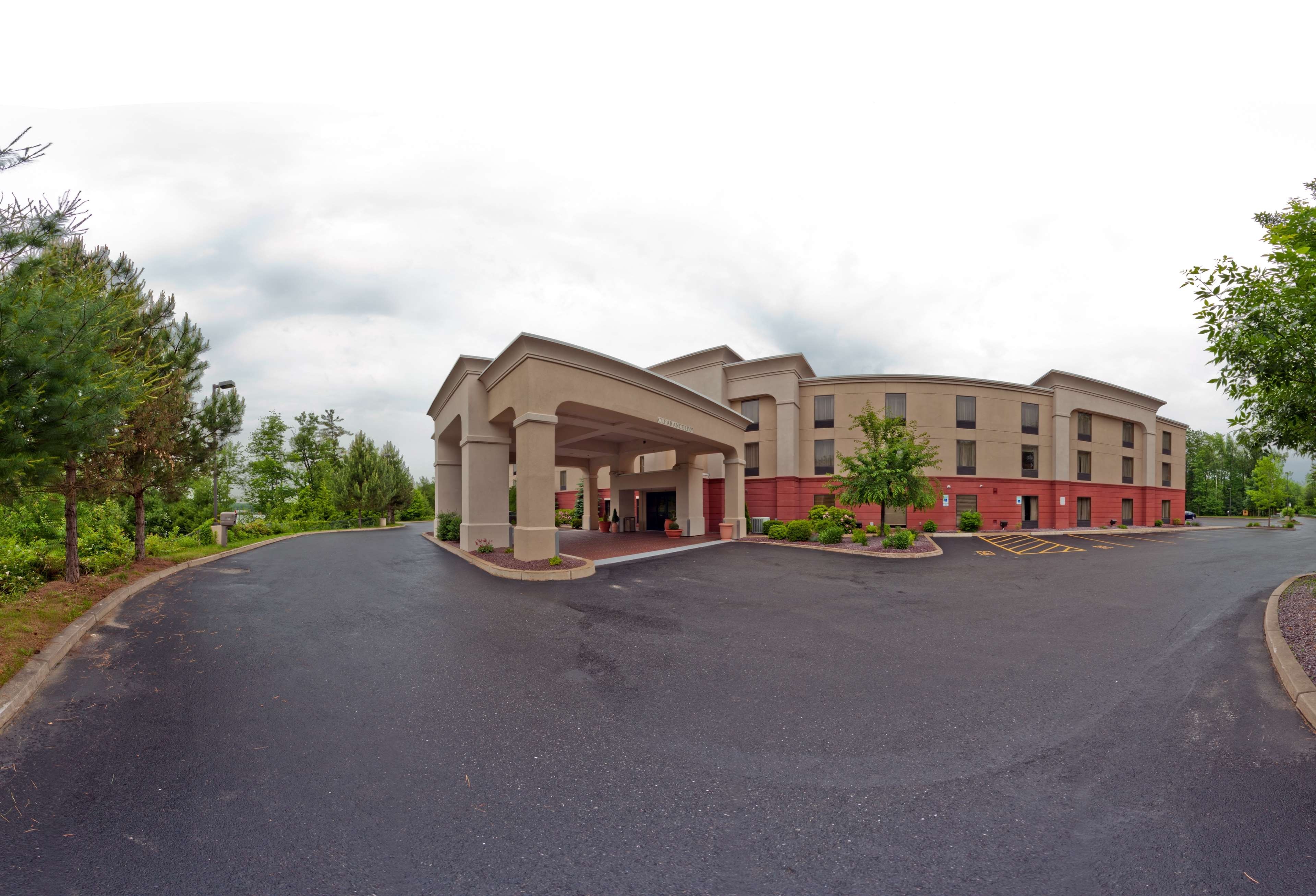 Hampton Inn Auburn image 0