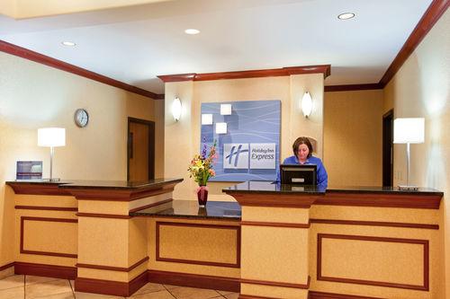 Holiday Inn Express & Suites Rockford-Loves Park image 4