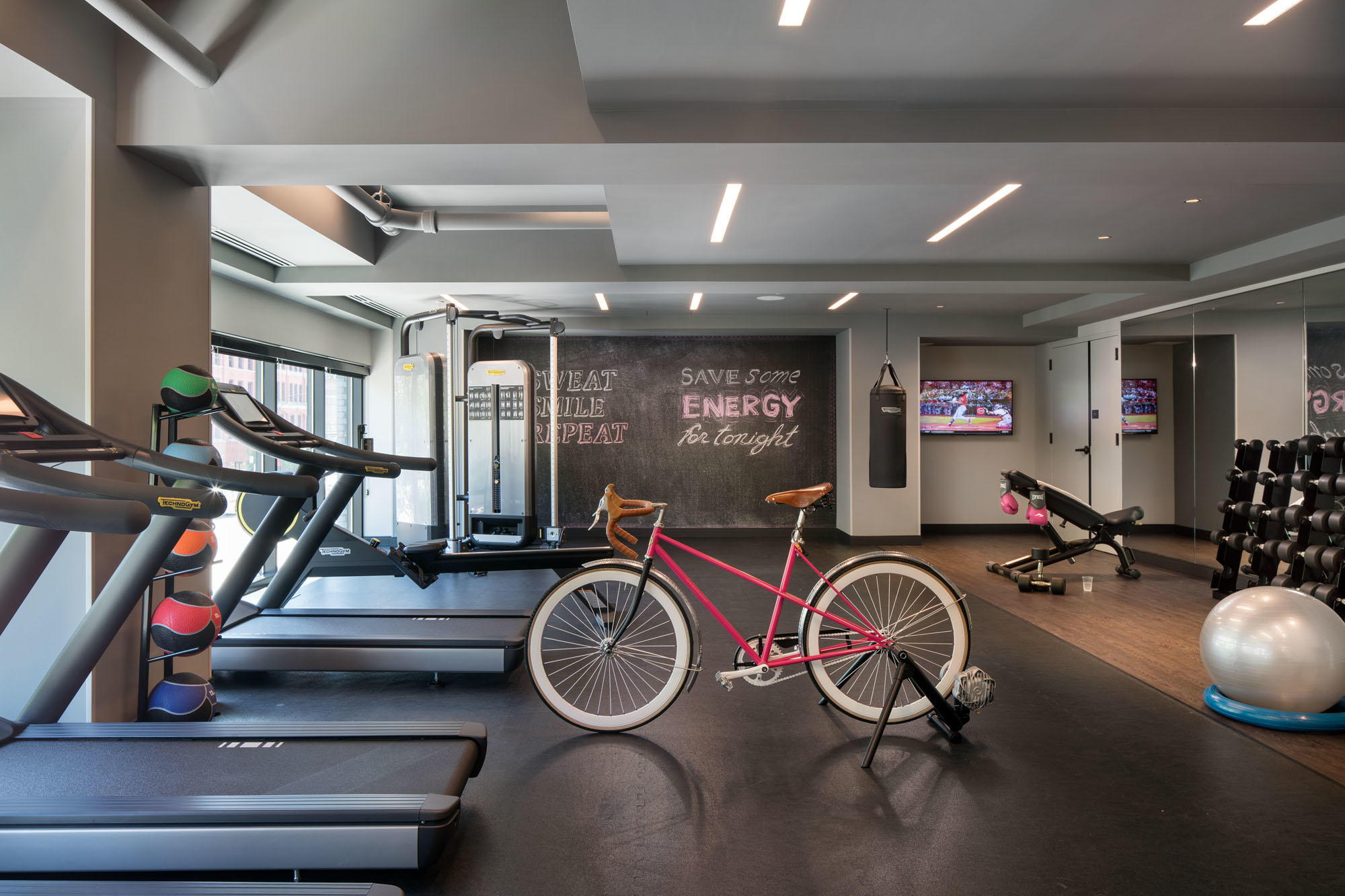 MOXY Chicago Downtown image 11