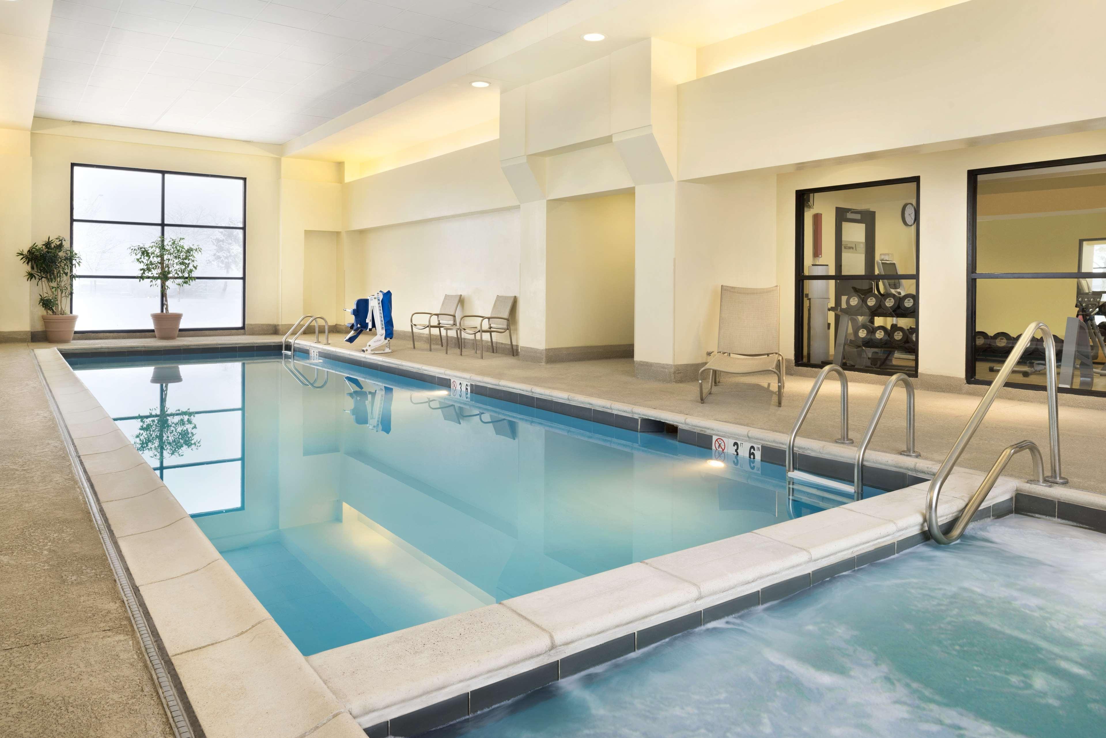 DoubleTree by Hilton Hotel Milwaukee - Brookfield image 7