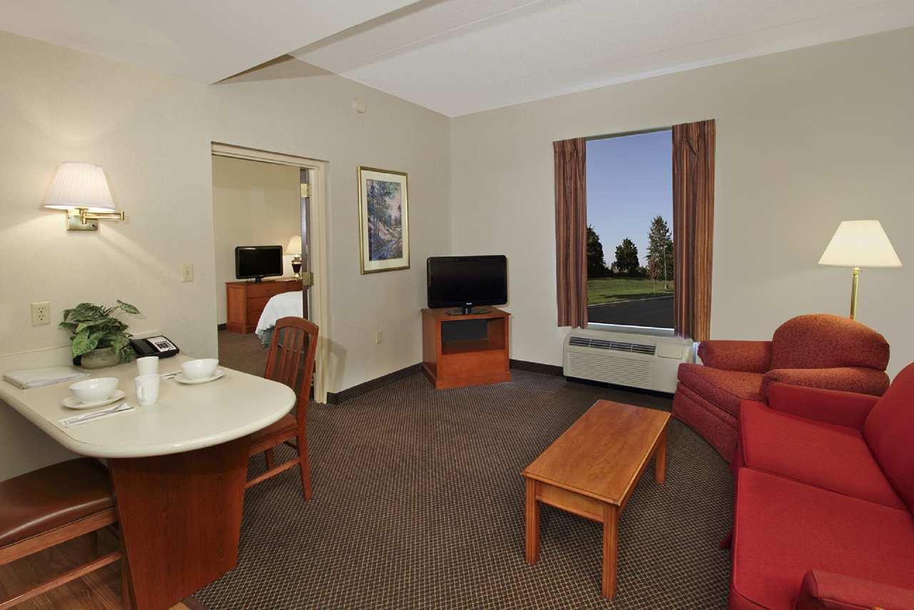 Hampton Inn & Suites Newtown image 24