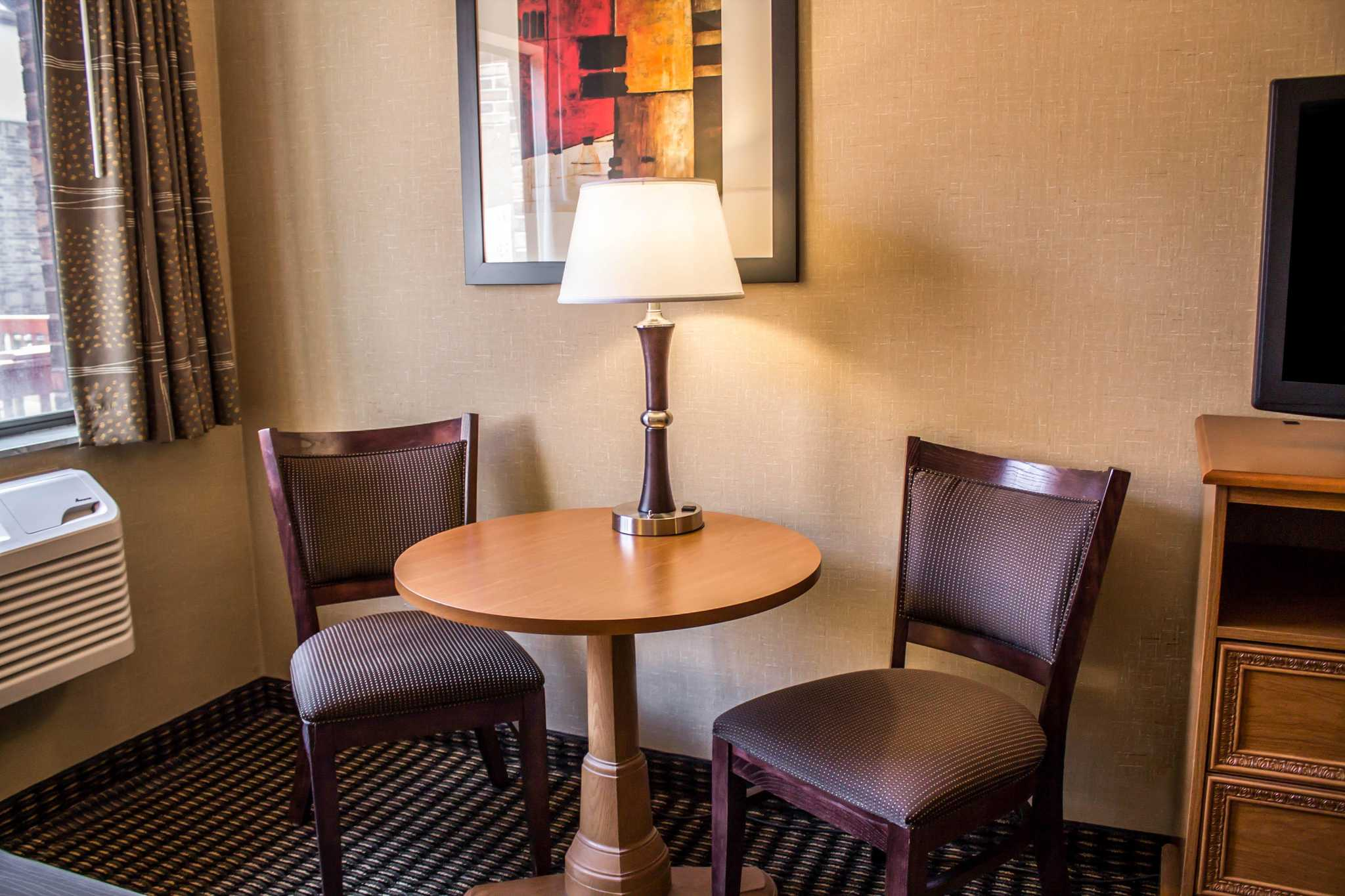 Comfort Inn East image 8