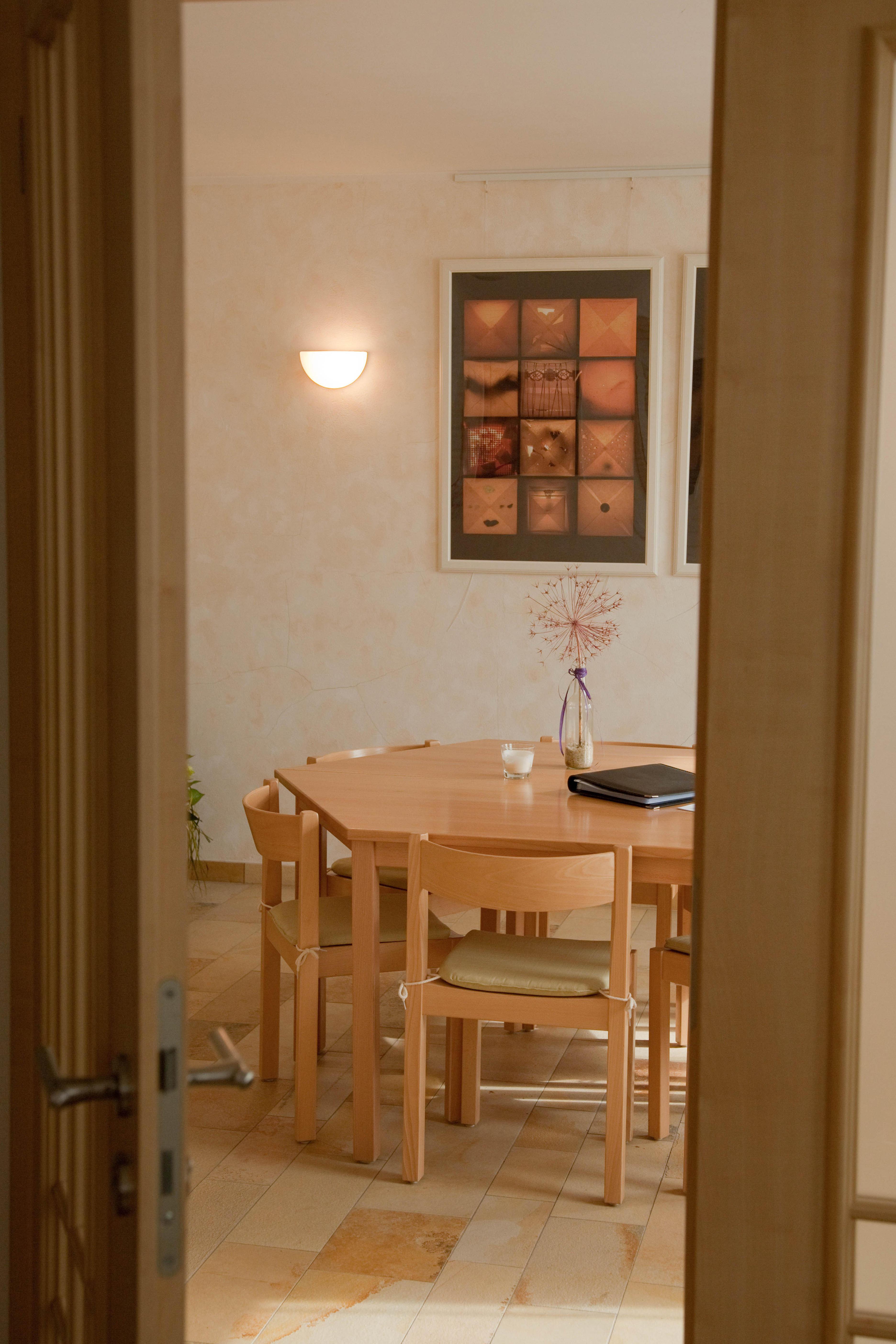 bestattungen friedrich hahn gmbh bestattungsinstitute. Black Bedroom Furniture Sets. Home Design Ideas