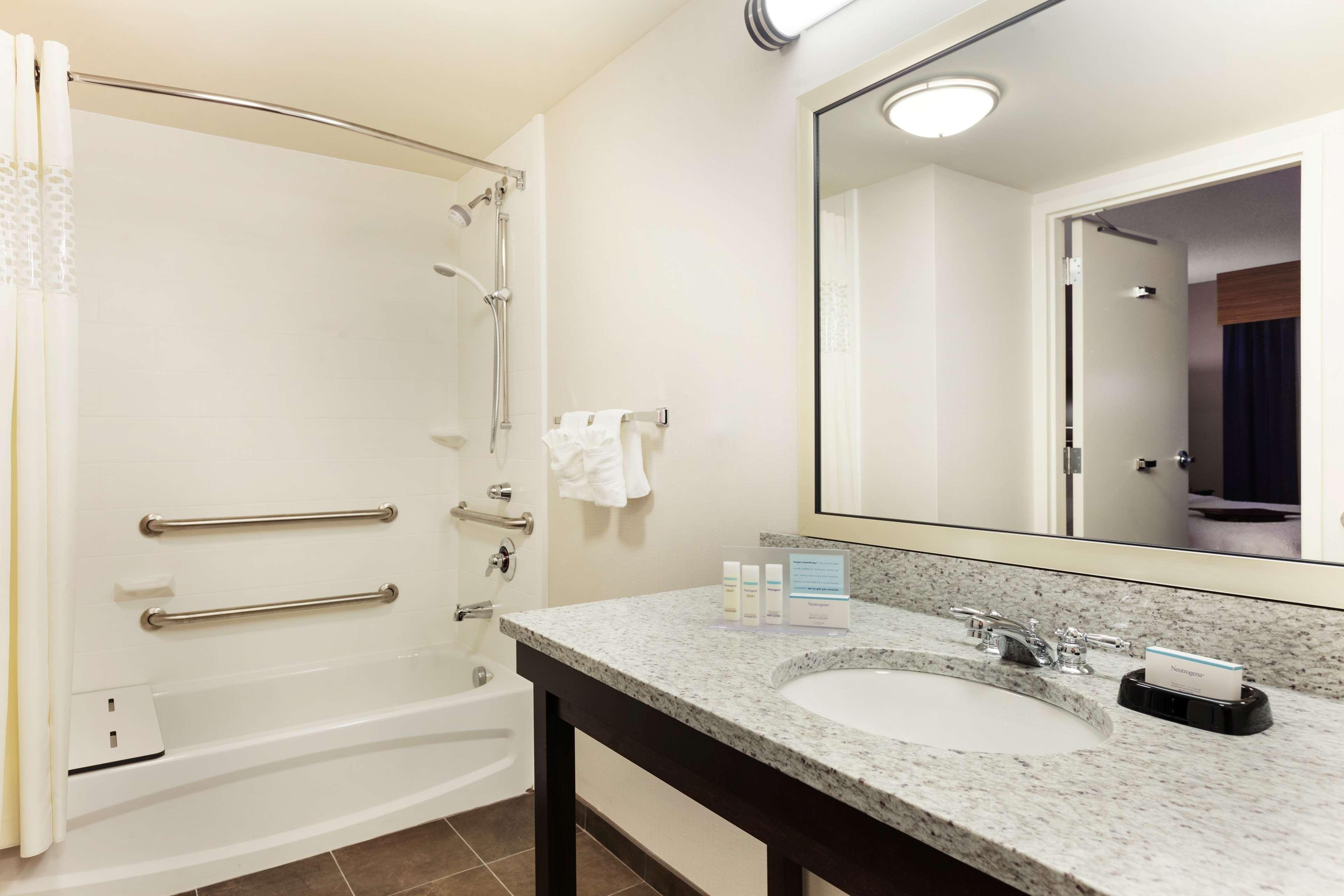 Hampton Inn & Suites Camp Springs/Andrews AFB image 8