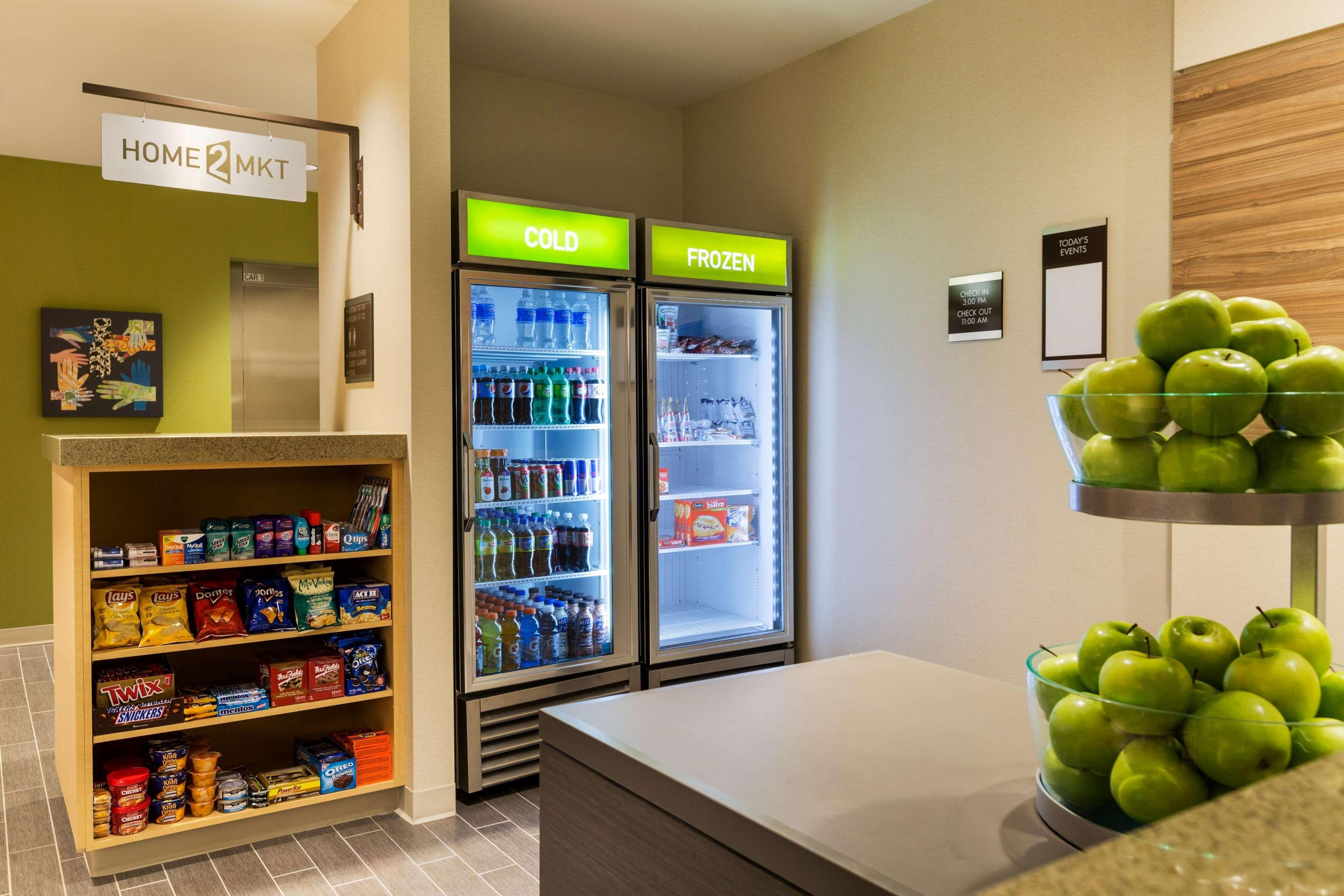 Home2 Suites by Hilton West Edmonton, Alberta, Canada à Edmonton: Front Desk - Home2 Market