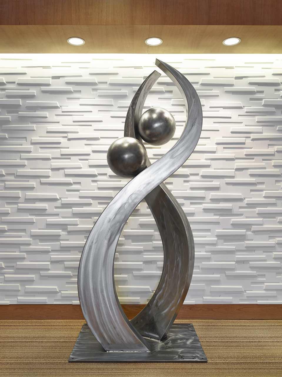 DoubleTree by Hilton Hotel West Edmonton in Edmonton: Lobby Artwork