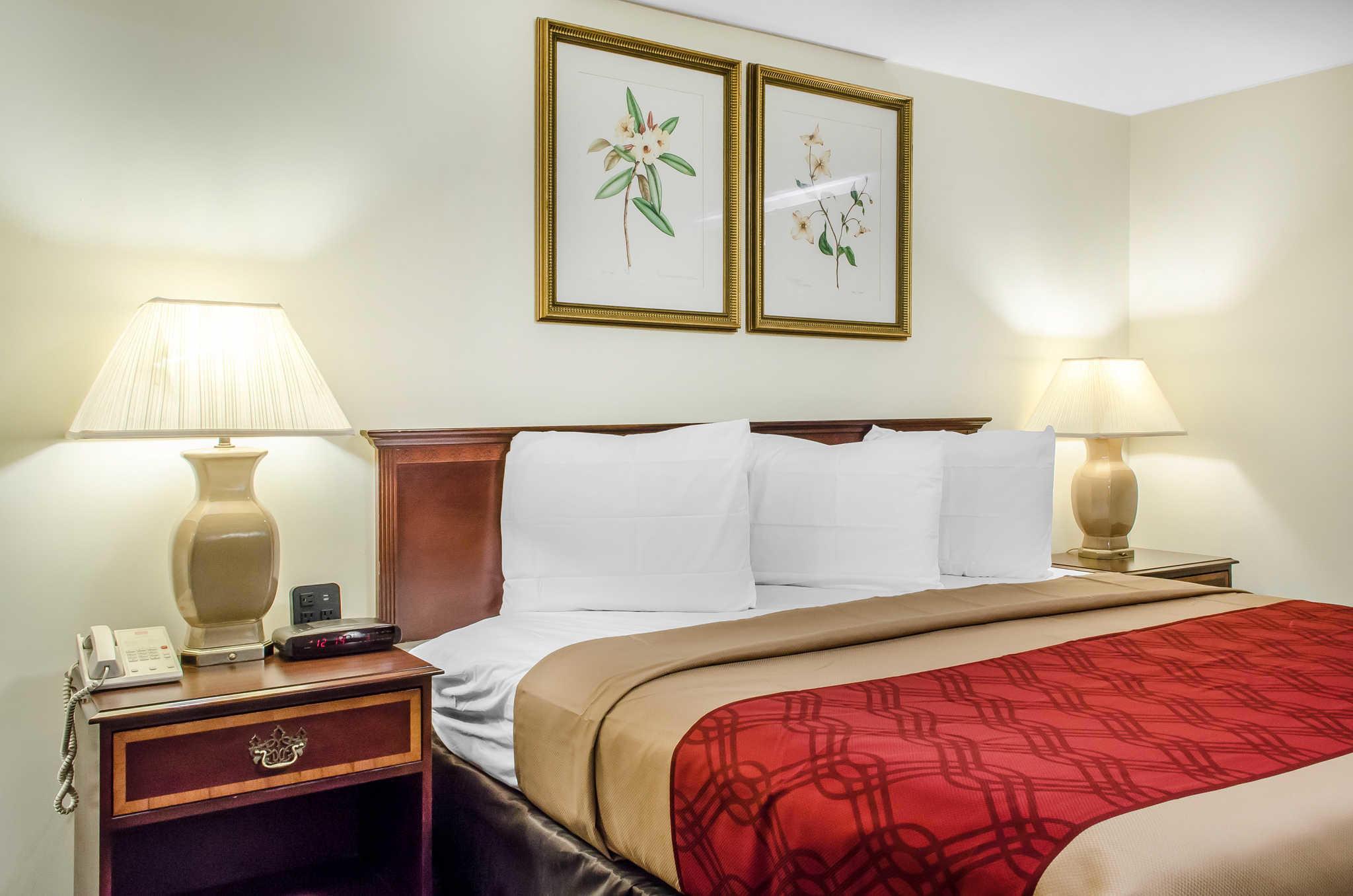 Econo Lodge Inn & Suites image 11