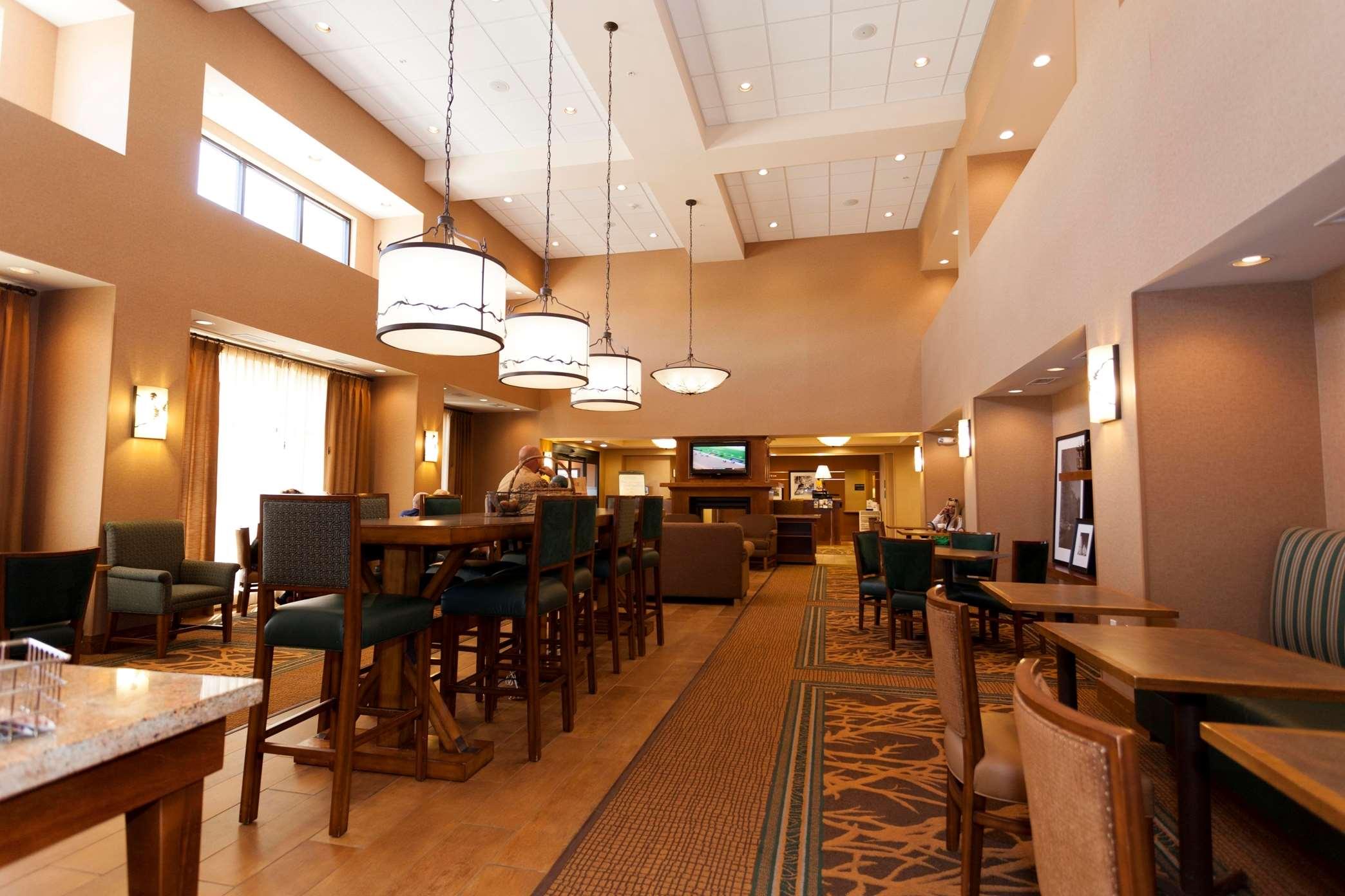 Hampton Inn & Suites Riverton image 31