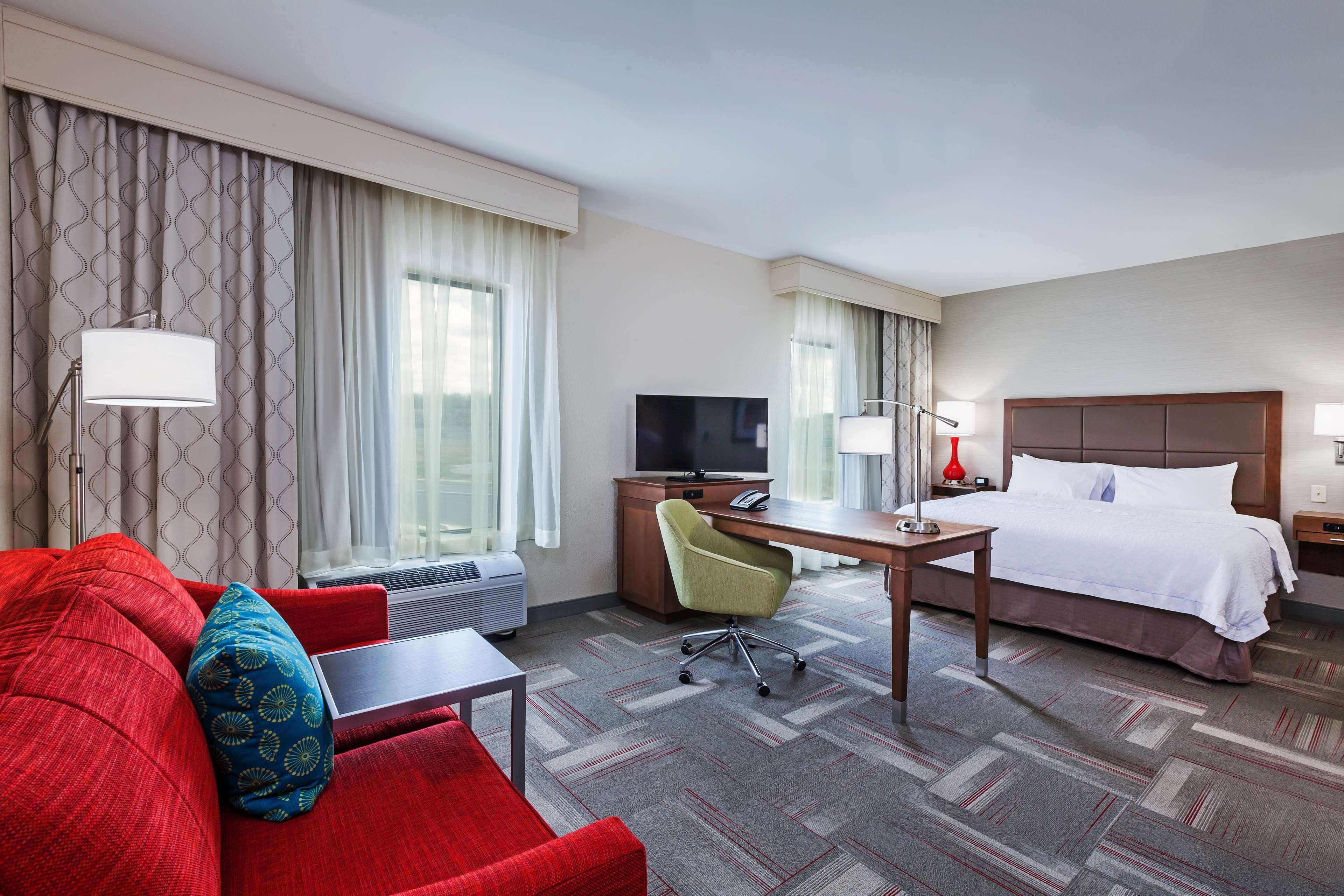 Hampton Inn & Suites Claremore image 33
