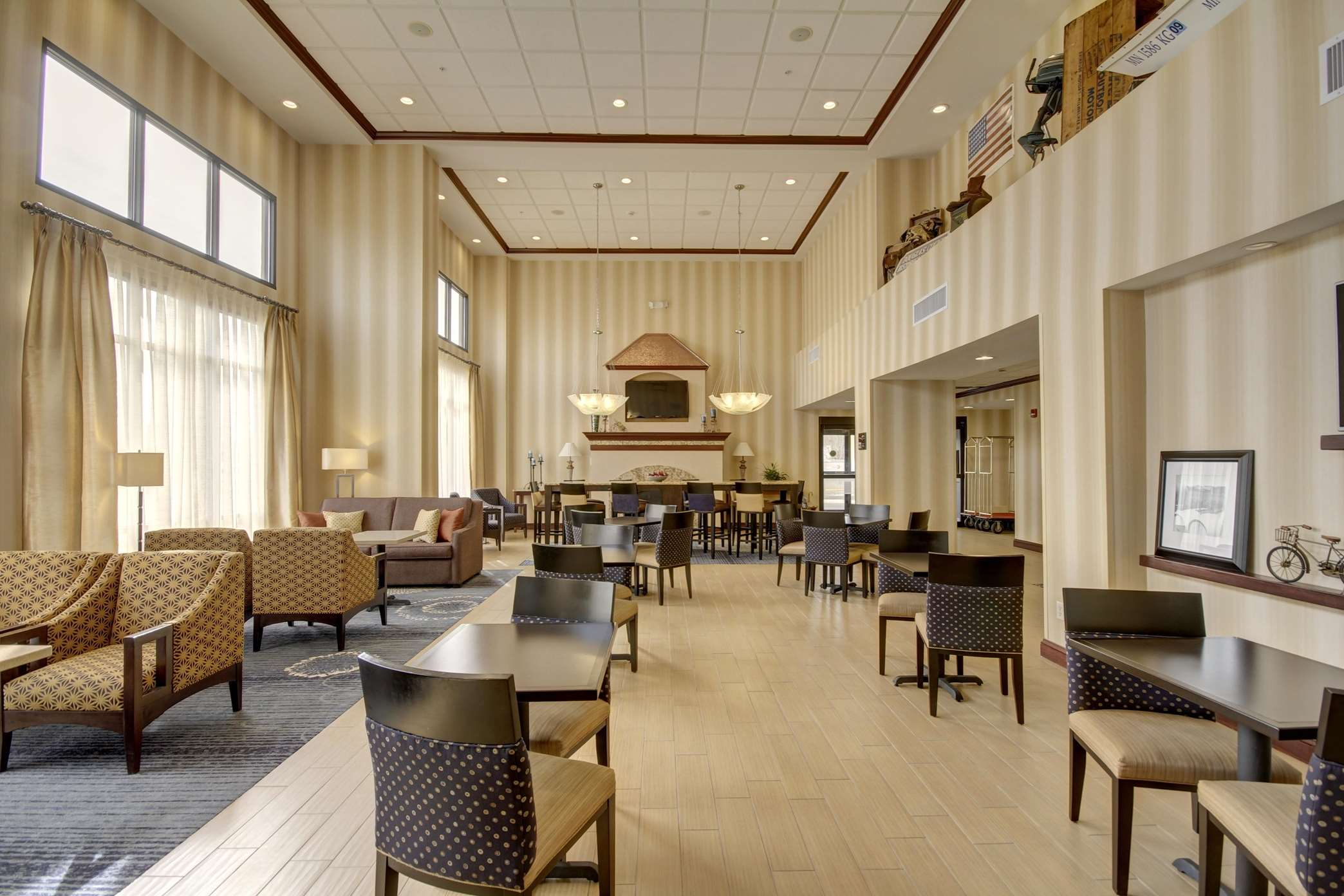 Hampton Inn & Suites Alexandria image 40