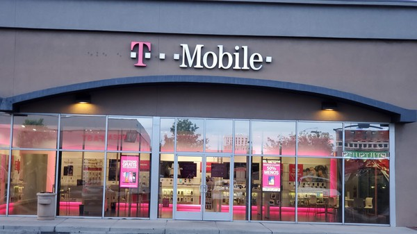 Cell Phones Plans And Accessories At T Mobile 933 San Mateo Blvd