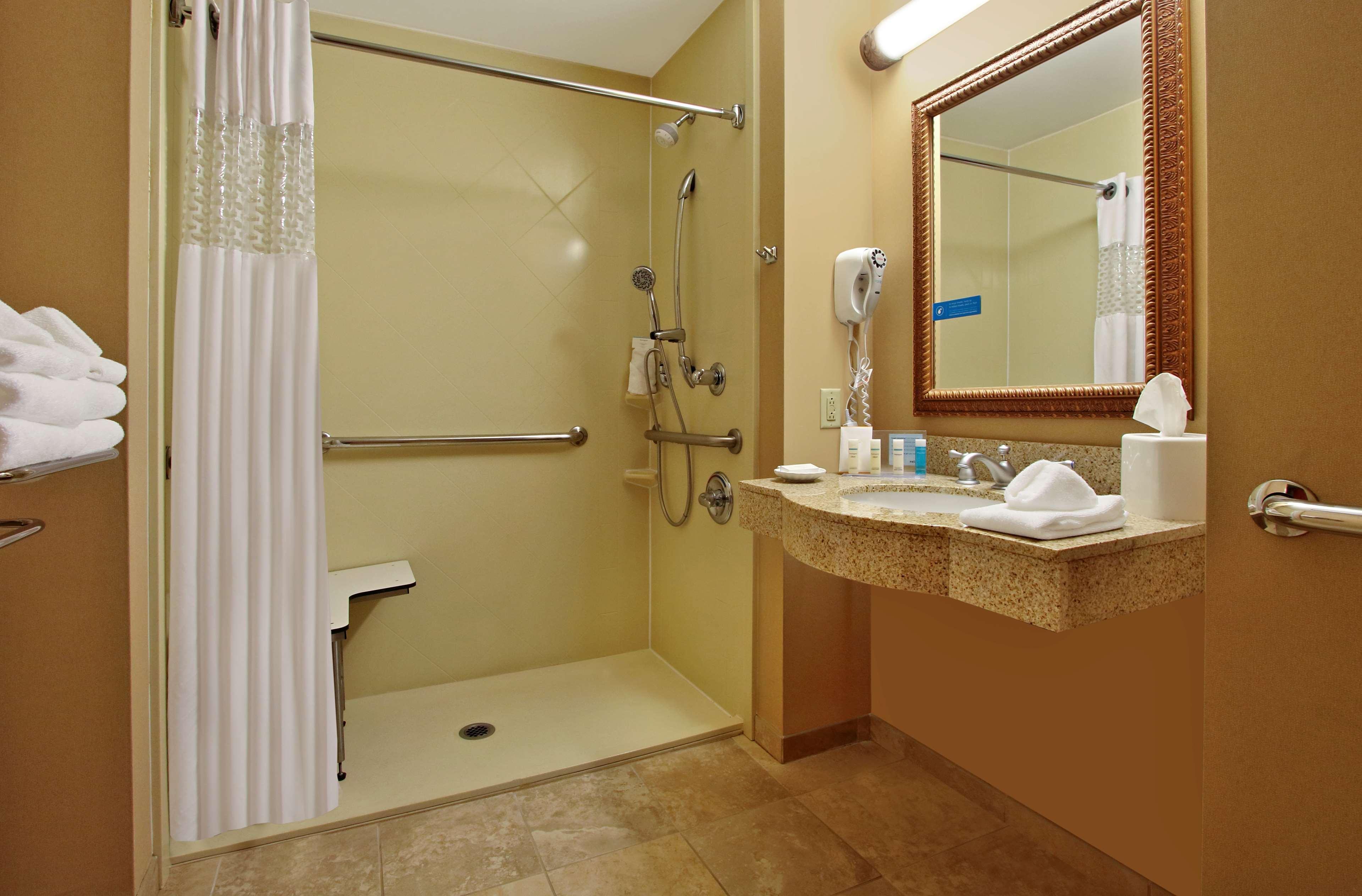 Hampton Inn & Suites Murray image 20
