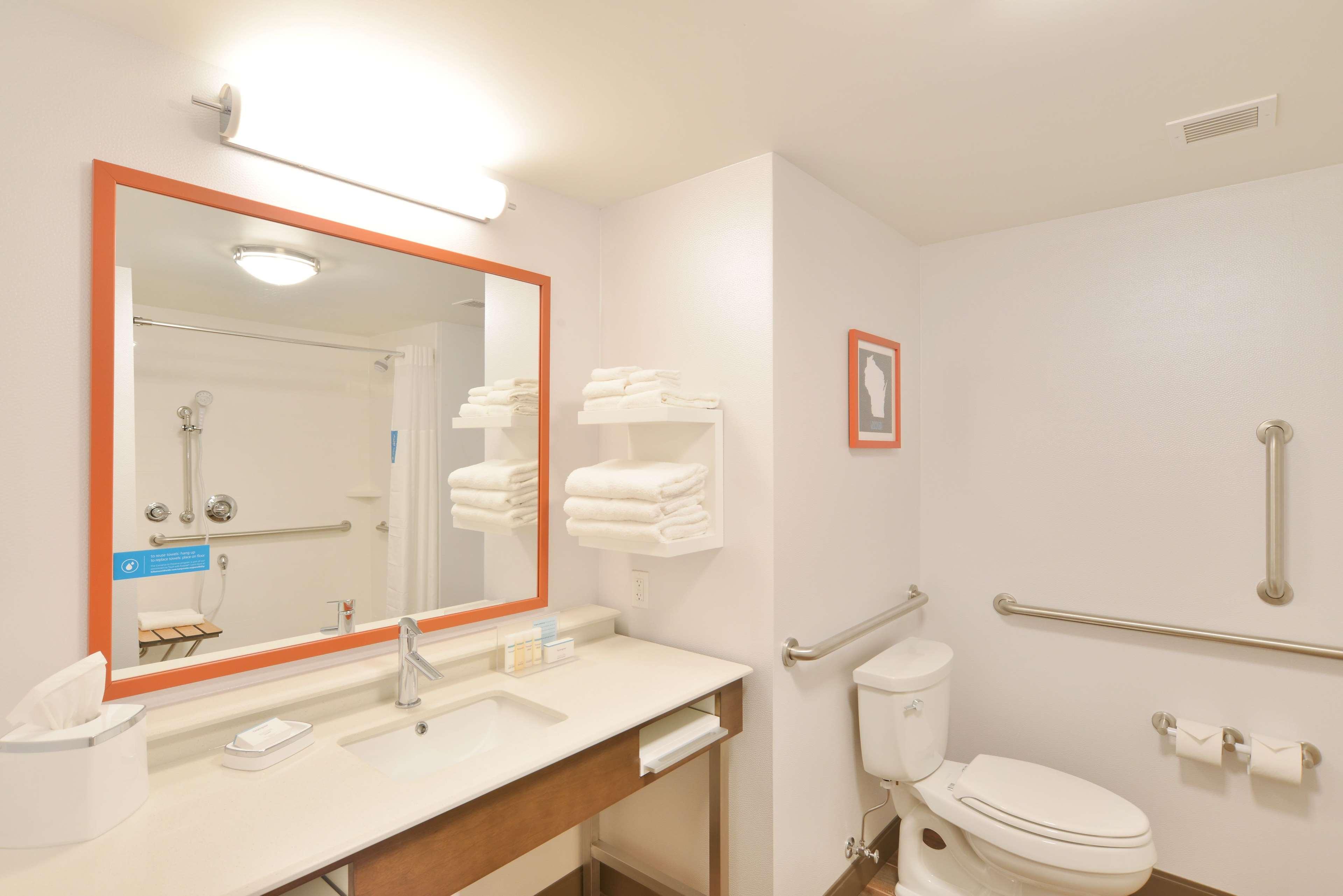 Hampton Inn & Suites Menomonie-UW Stout image 9