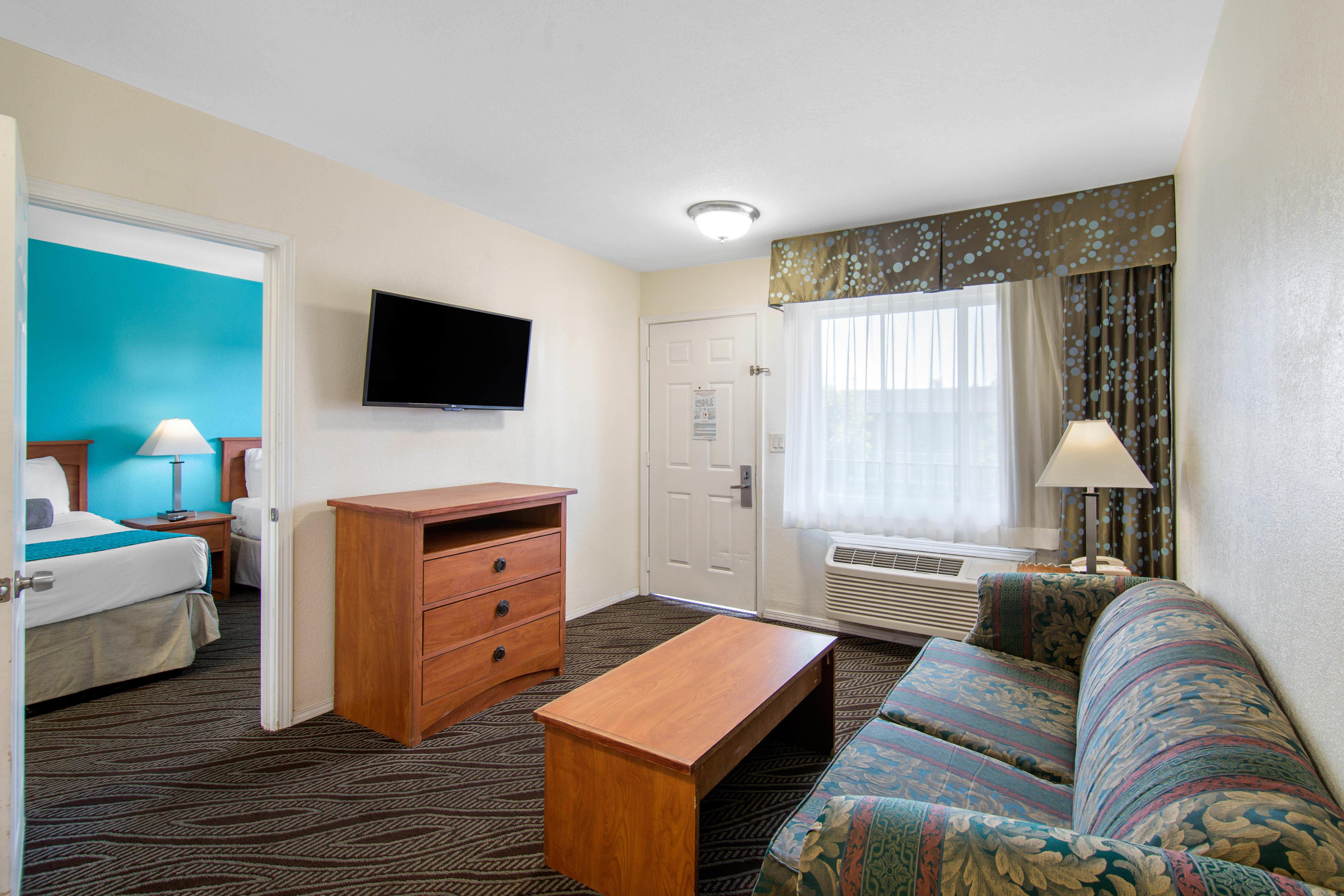 Howard Johnson by Wyndham Chula Vista San Diego Suite Hotel image 10