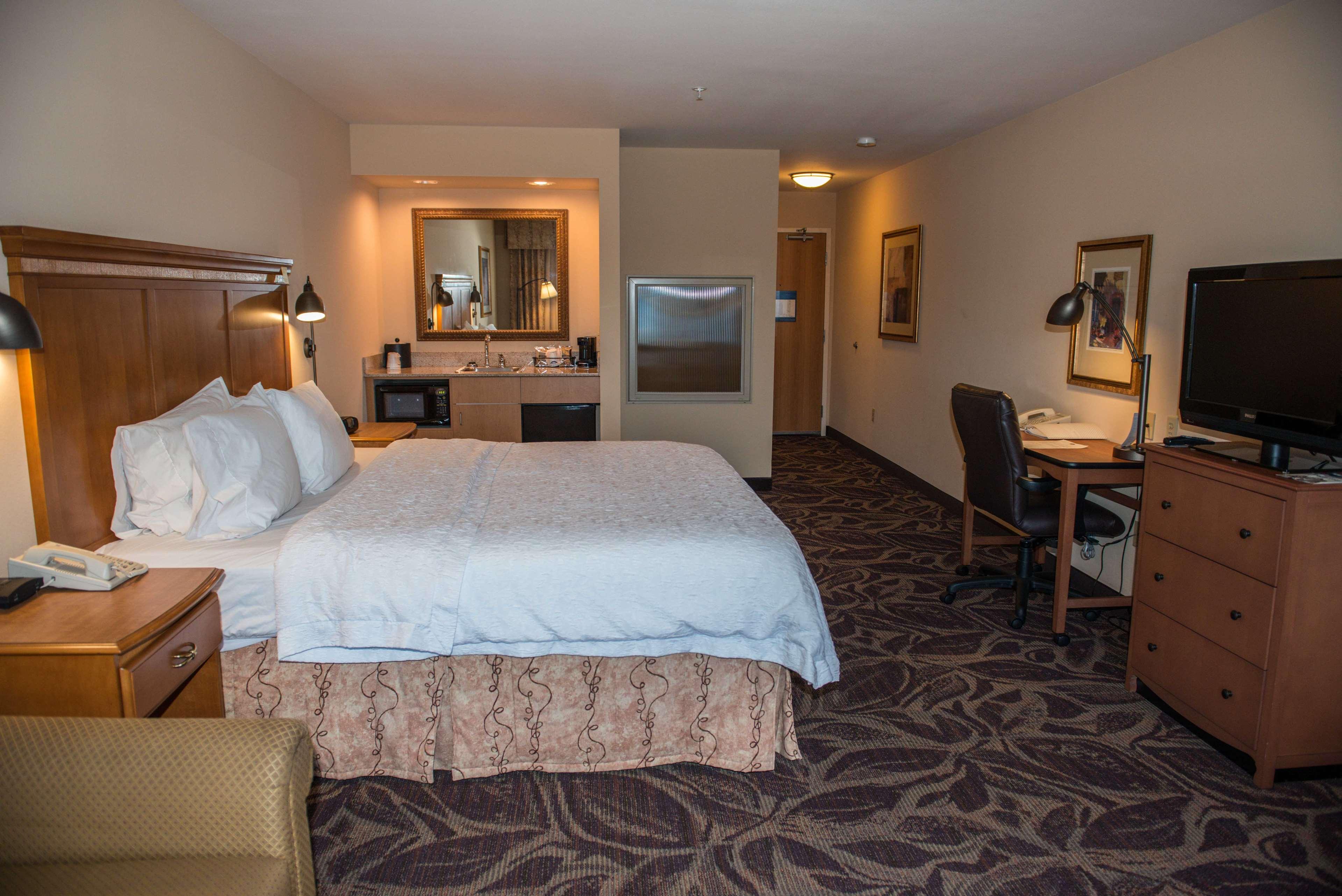 Hampton Inn & Suites Bremerton image 47