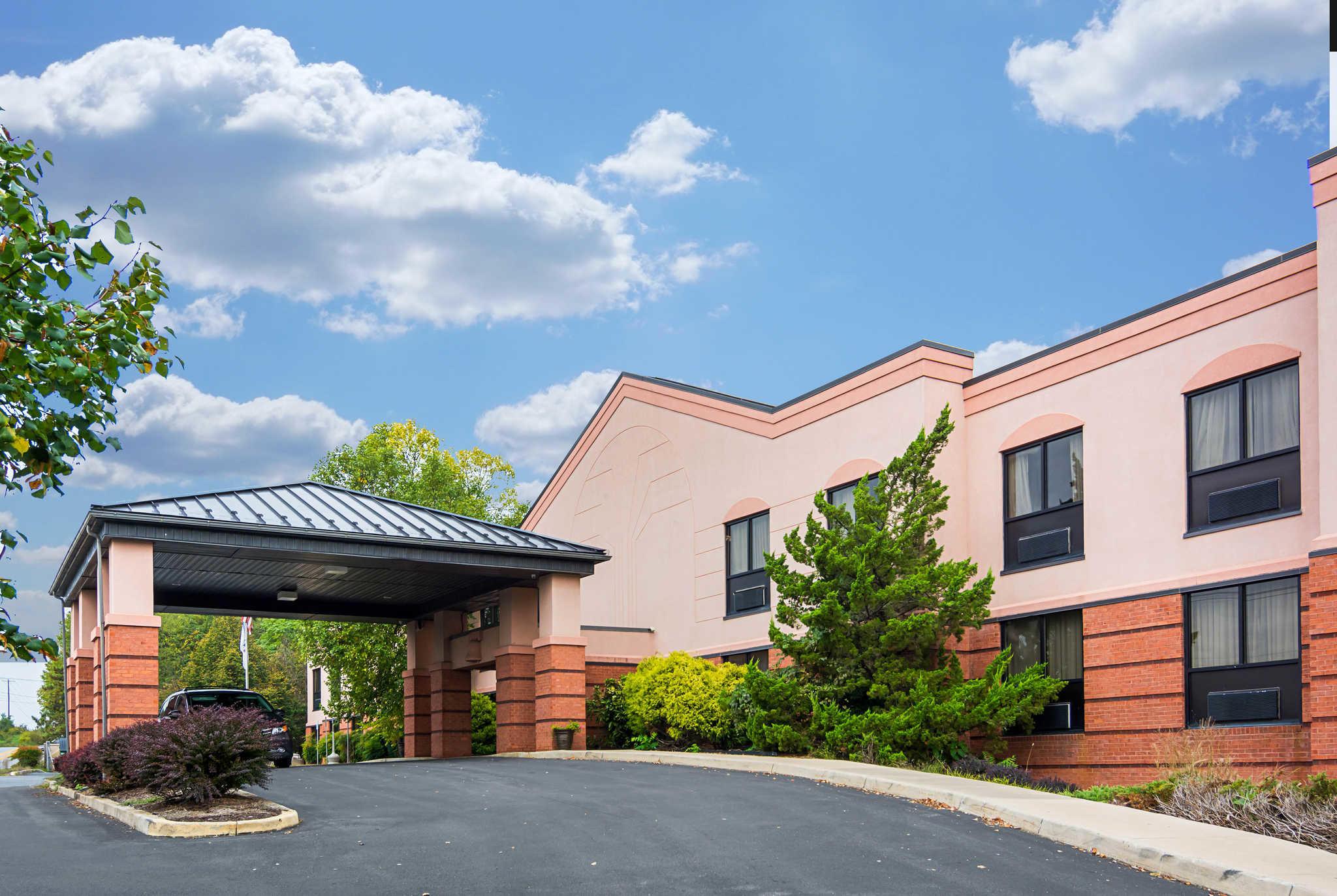 Quality Inn & Suites Kearneysville - Martinsburg image 0