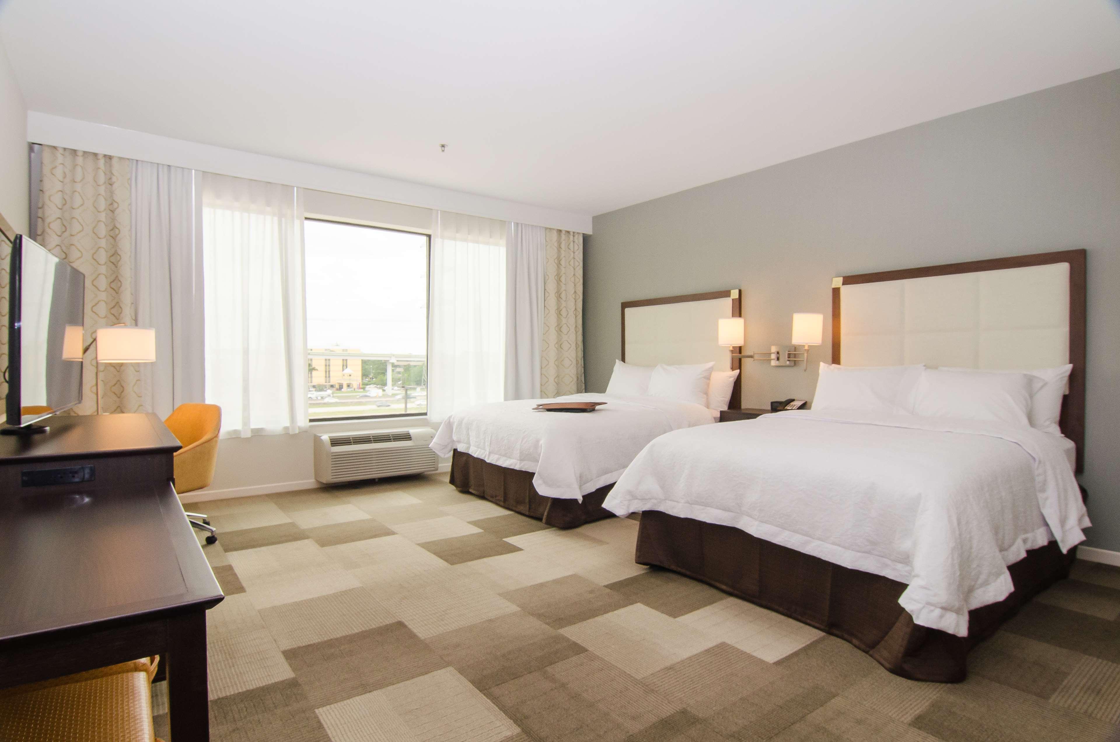 Hampton Inn & Suites Houston North IAH image 16