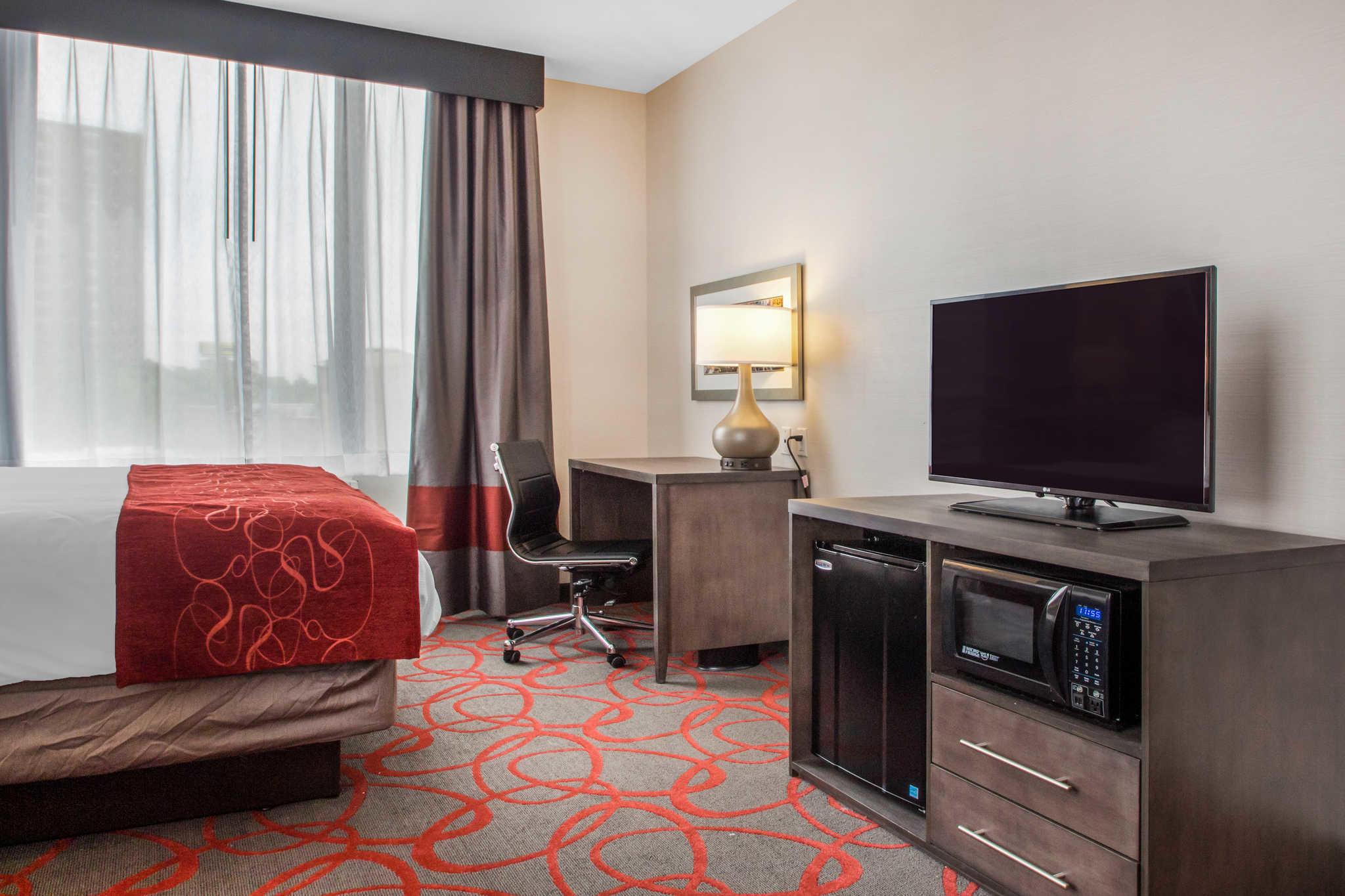 Comfort Inn & Suites near Stadium image 16