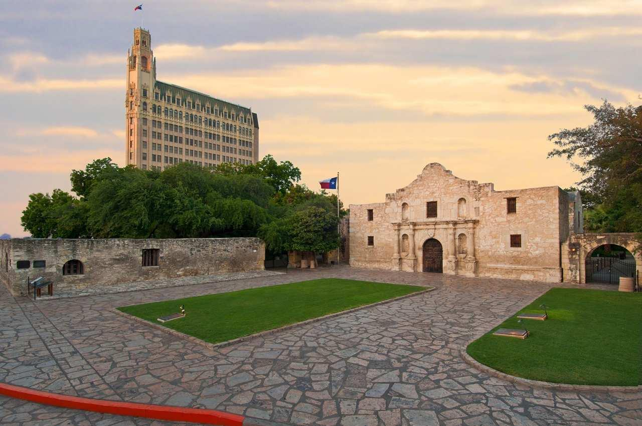 The Emily Morgan San Antonio - a DoubleTree by Hilton Hotel image 1