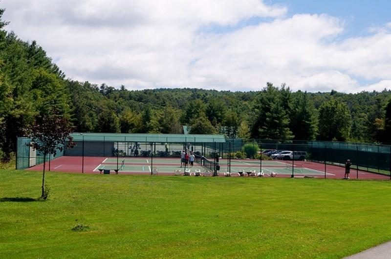 Linville Land Harbor offers a well maintained tennis and pickle ball facility for your enjoyment.  After some great competition go over and sit by the lake to relax!