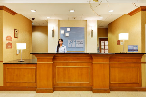 Holiday Inn Express & Suites Long Island-East End image 2