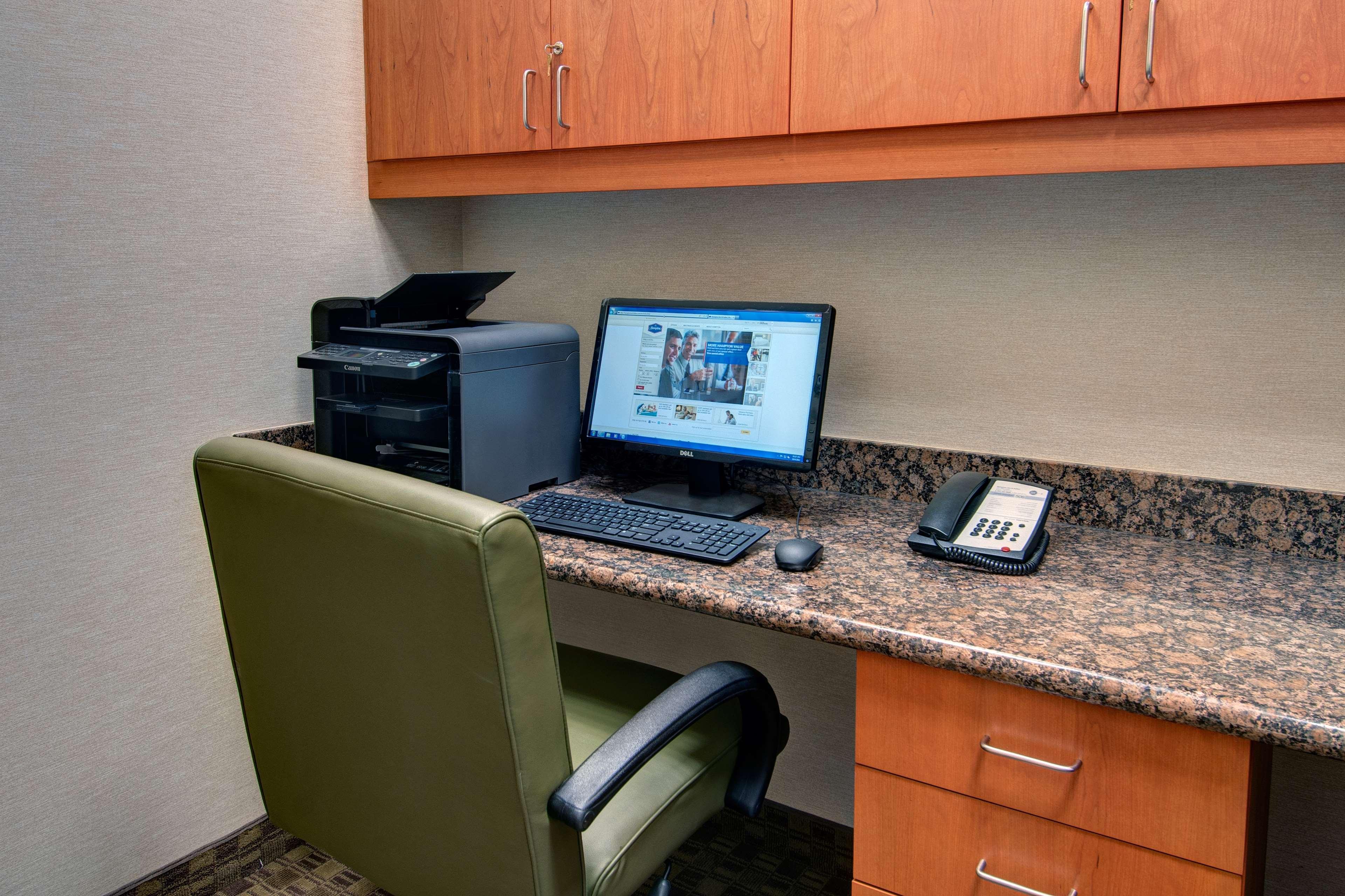 Hampton Inn & Suites Astoria image 76