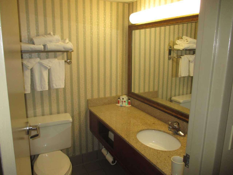 SureStay Plus Hotel by Best Western Kansas City Northeast image 12