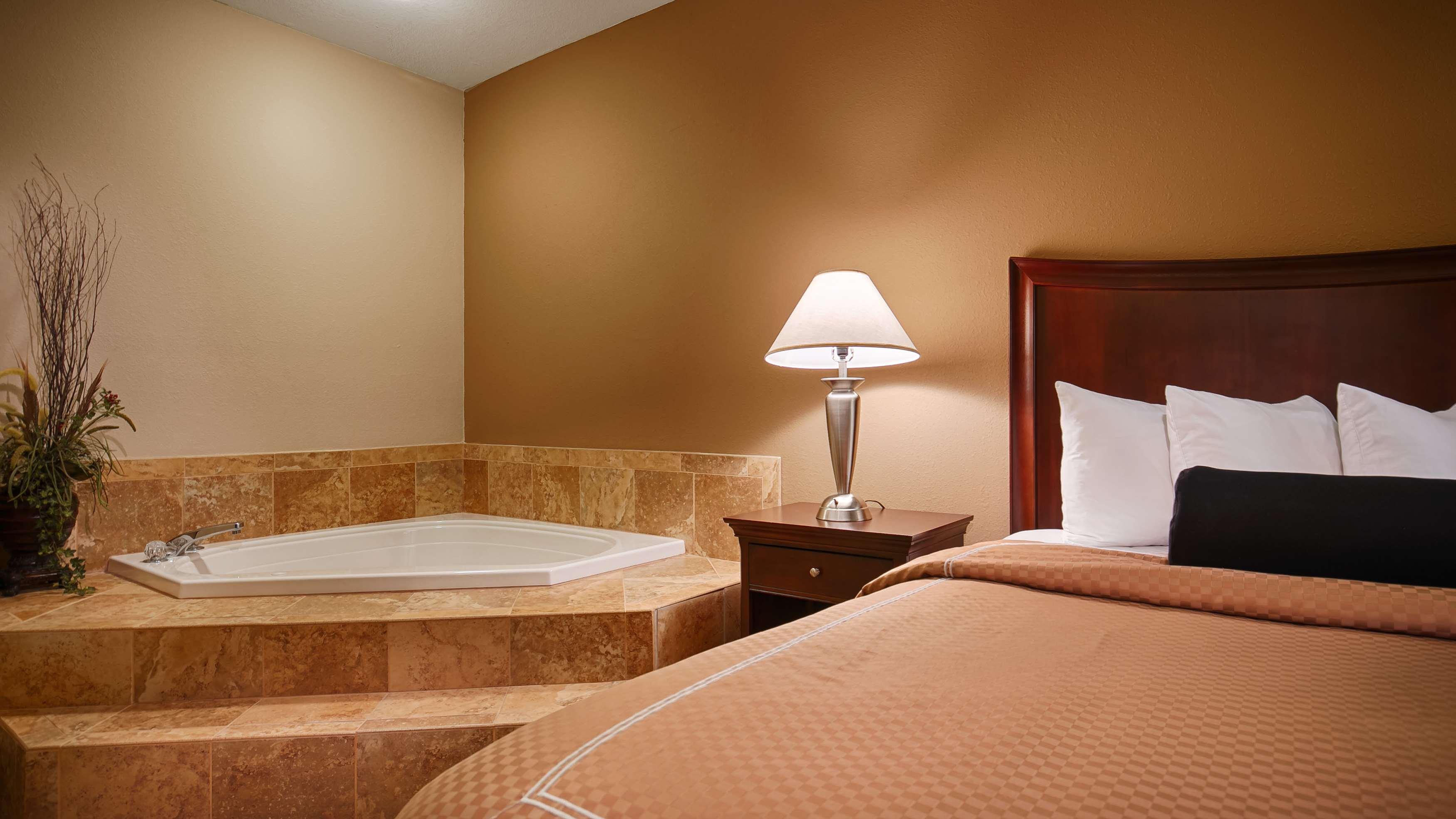 Best Western Plus Daphne Inn & Suites image 9