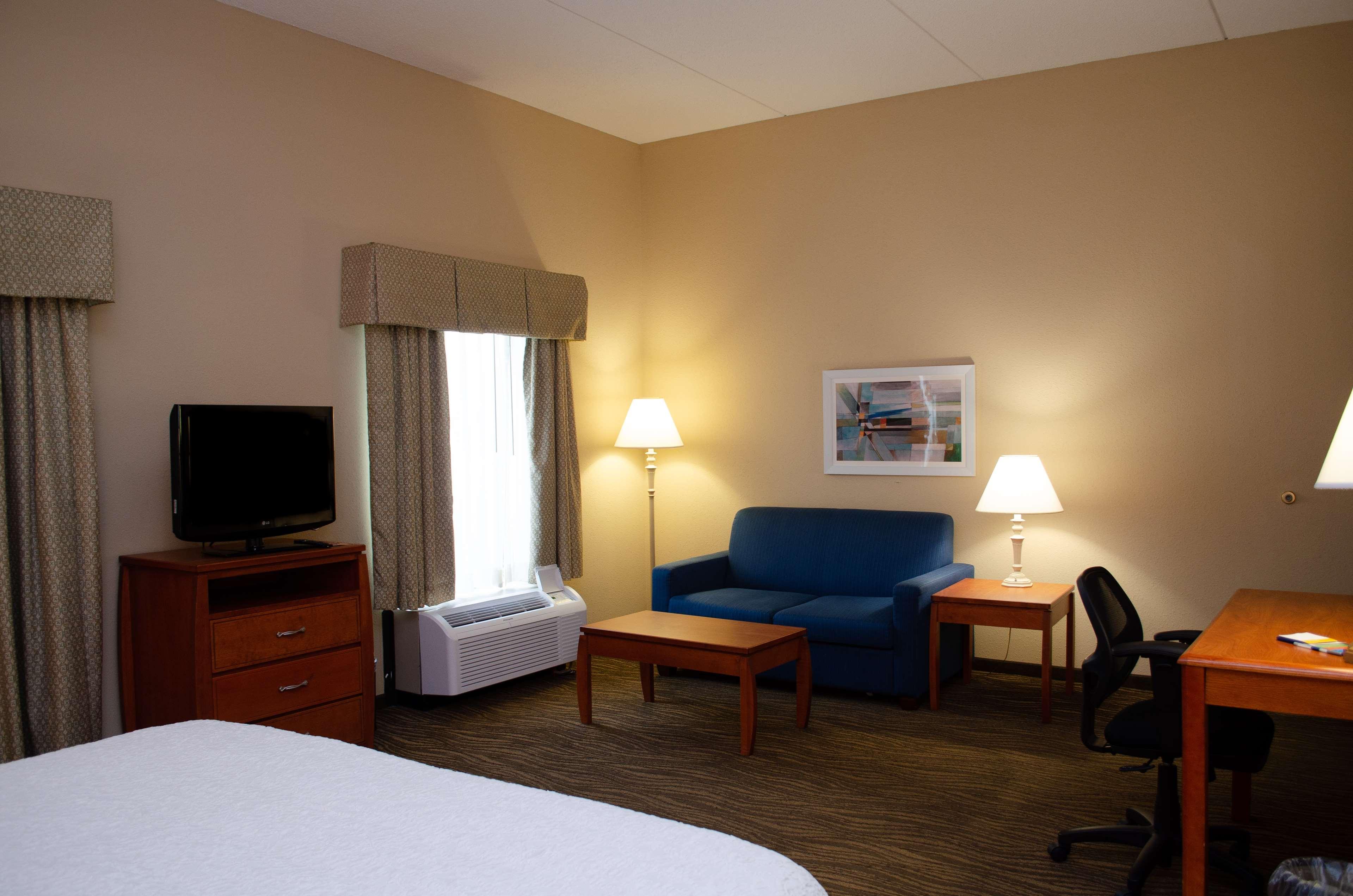 Hampton Inn & Suites Augusta West image 12