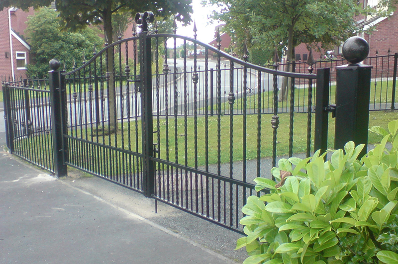 Western Fence & Gate Ltd in Surrey: Driveway gated