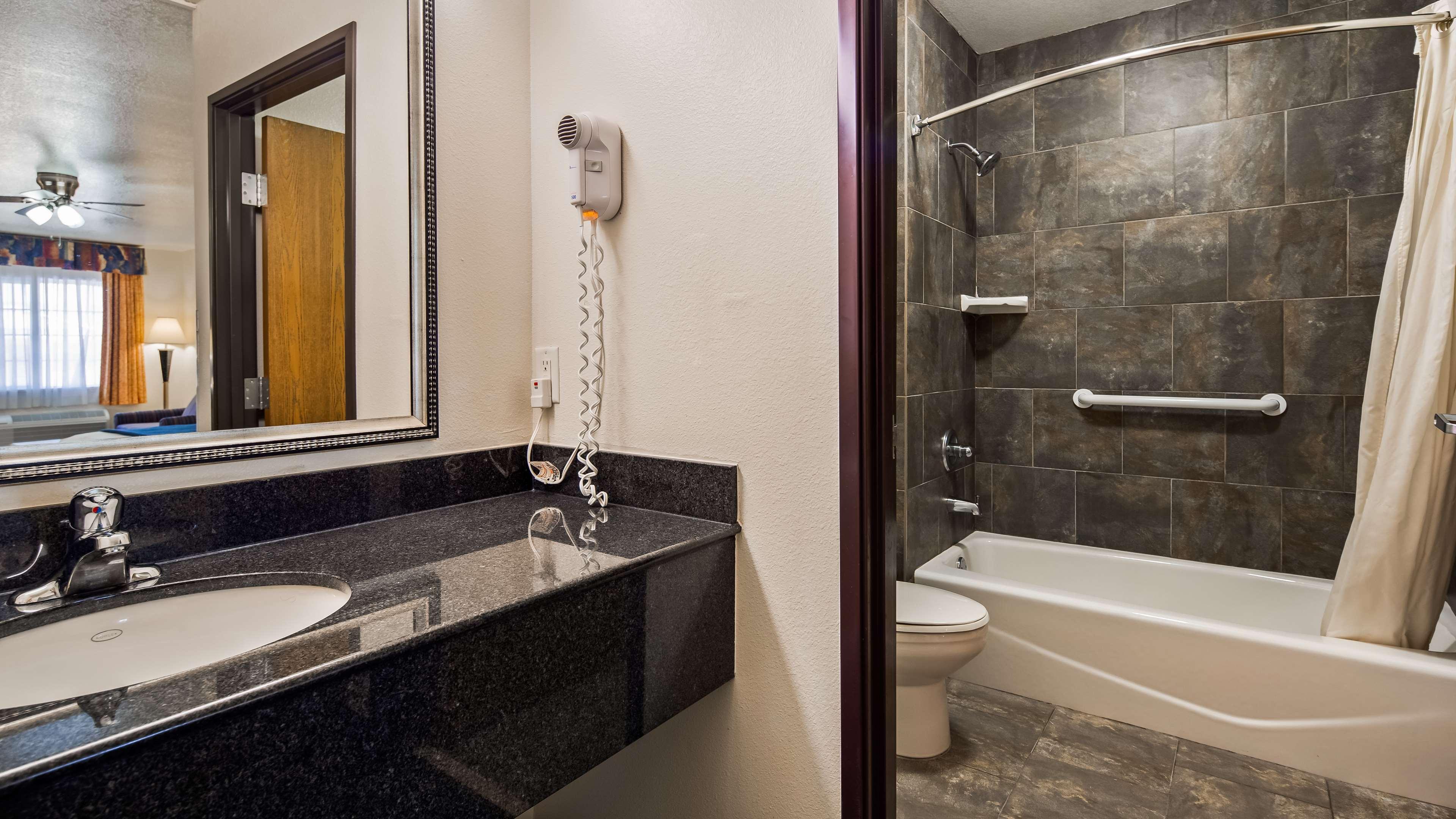 SureStay Hotel by Best Western Falfurrias image 9