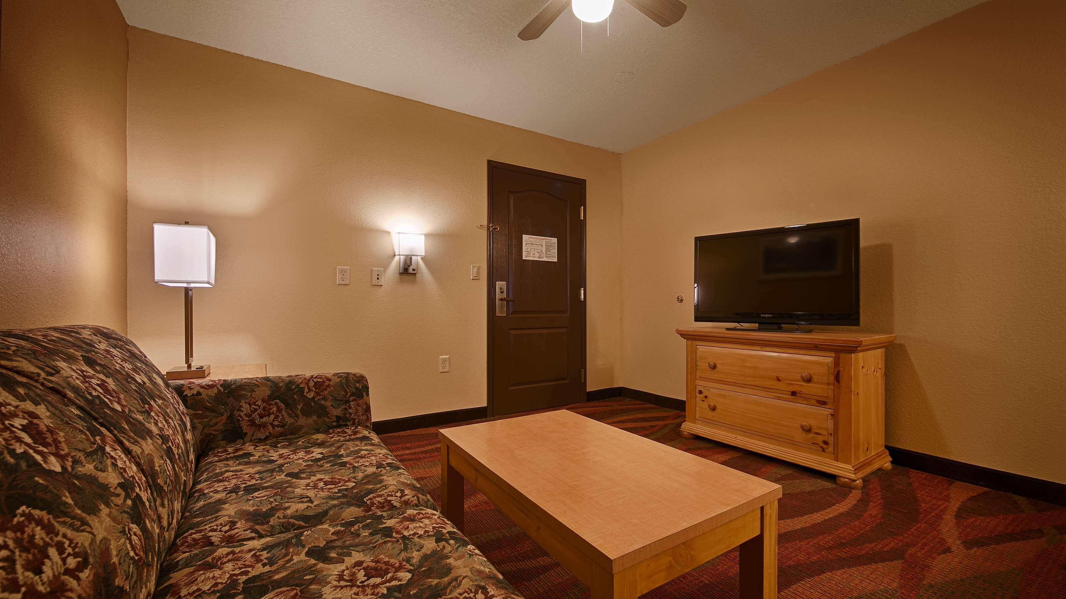 Best Western Plus Fort Wayne Inn & Suites North image 23