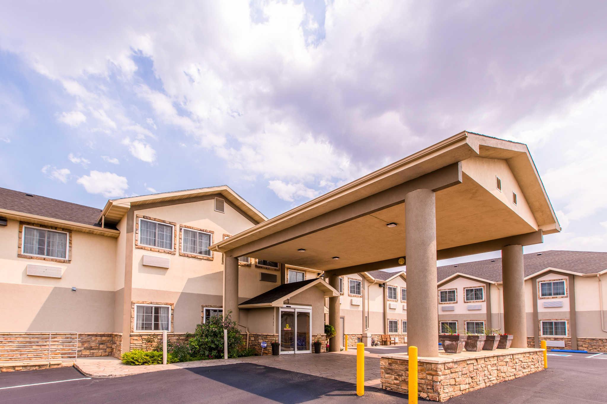 Quality Inn & Suites University image 2