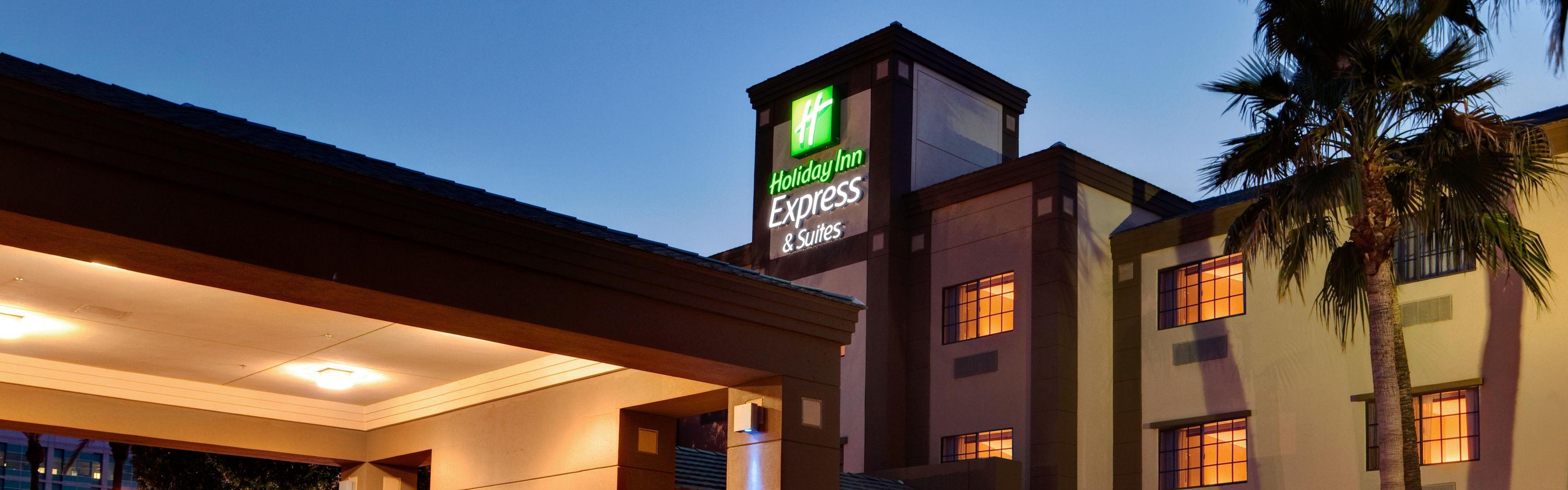 Holiday Inn Express & Suites Phoenix Downtown - Ballpark image 0
