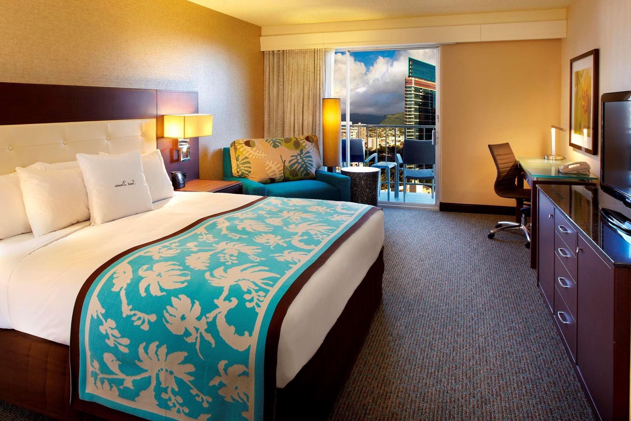 DoubleTree by Hilton Hotel Alana - Waikiki Beach image 10