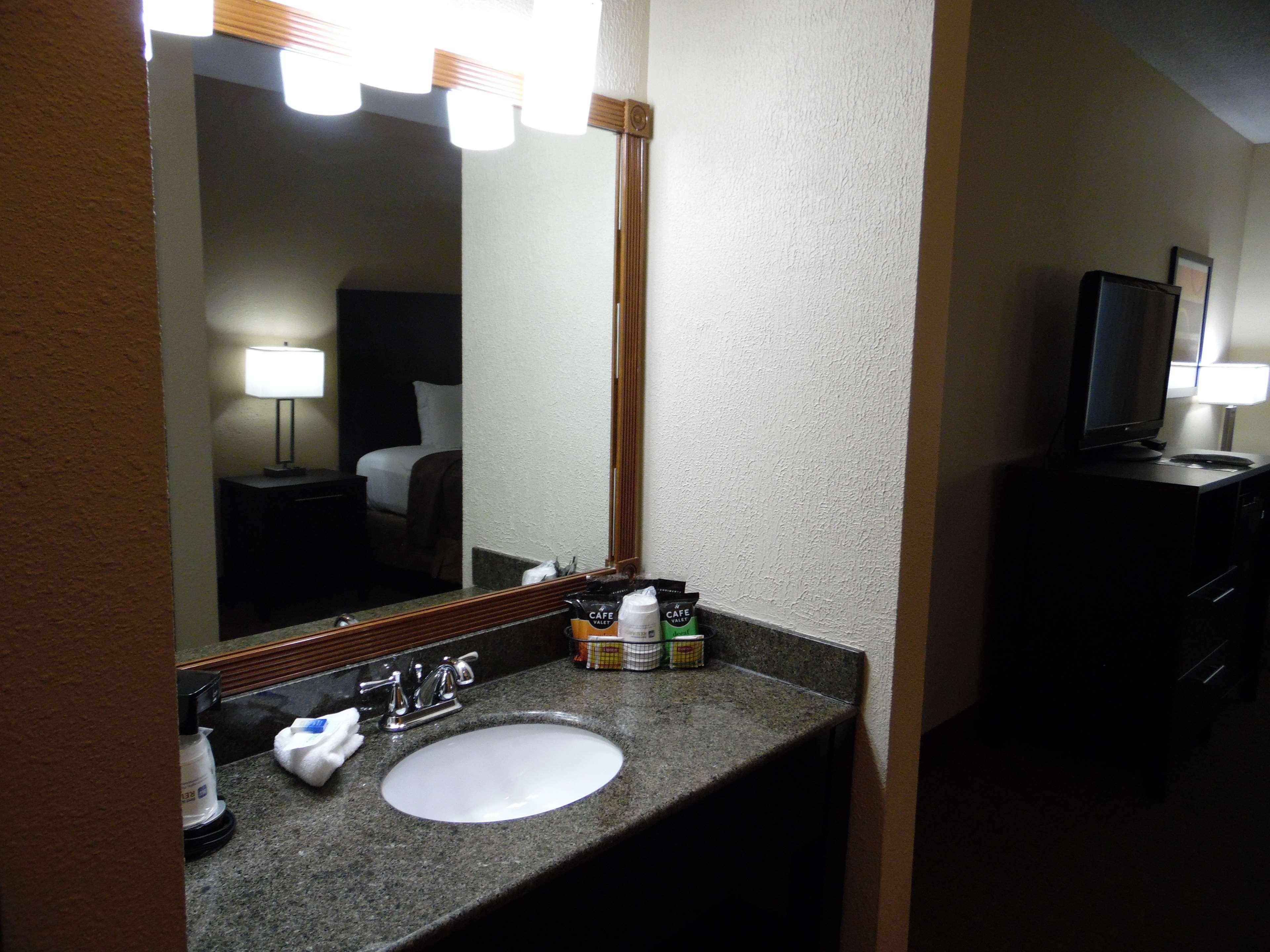 Best Western Teal Lake Inn image 28