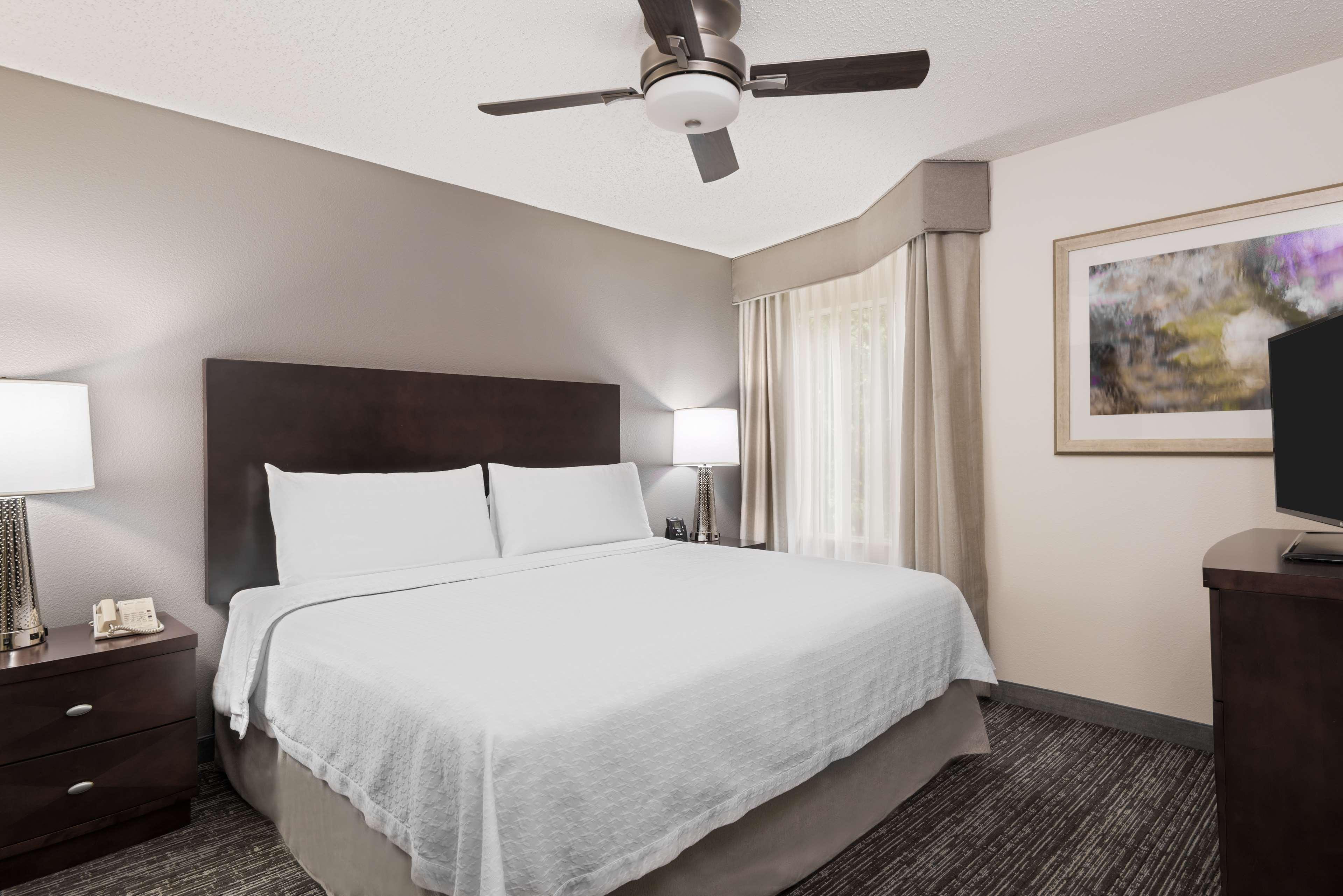 Homewood Suites by Hilton Charlotte-North/Univ Research Park image 11