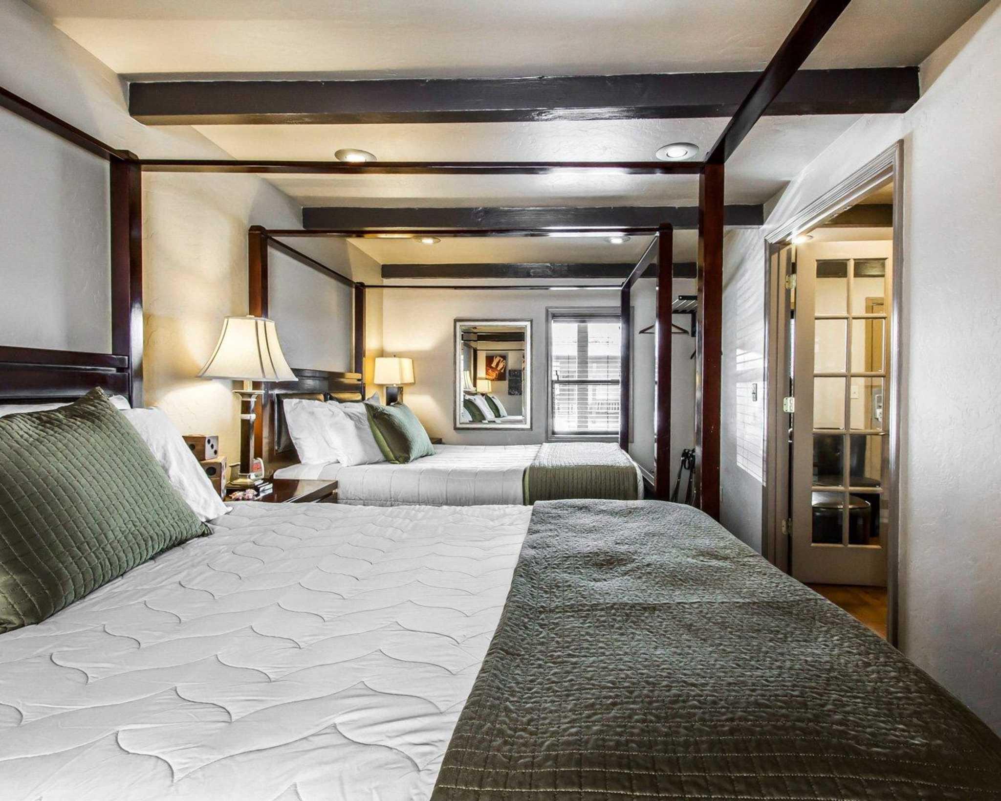 Rodeway Inn & Suites Downtowner-Rte 66 image 25