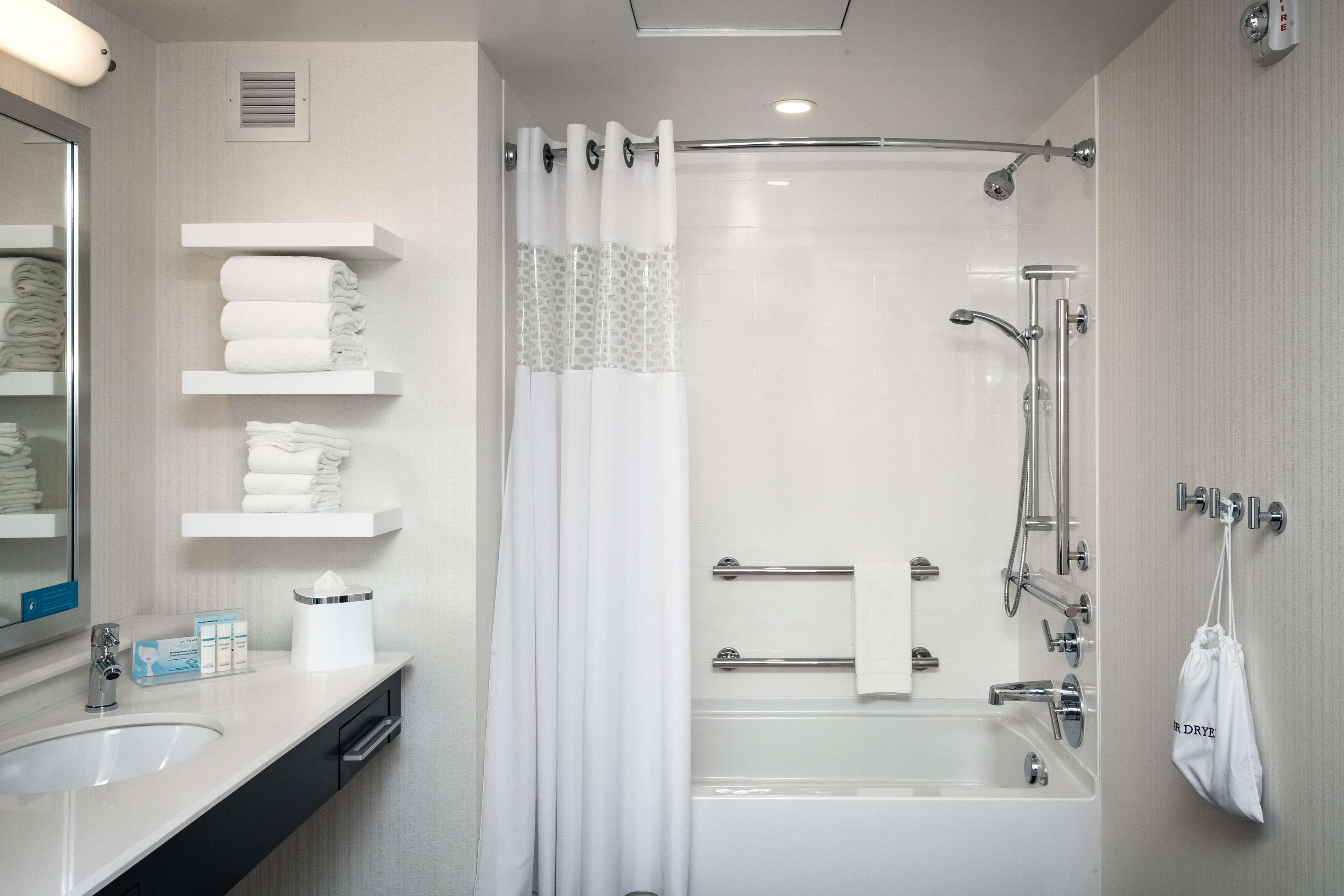 Hampton Inn & Suites by Hilton Seattle/Northgate image 14