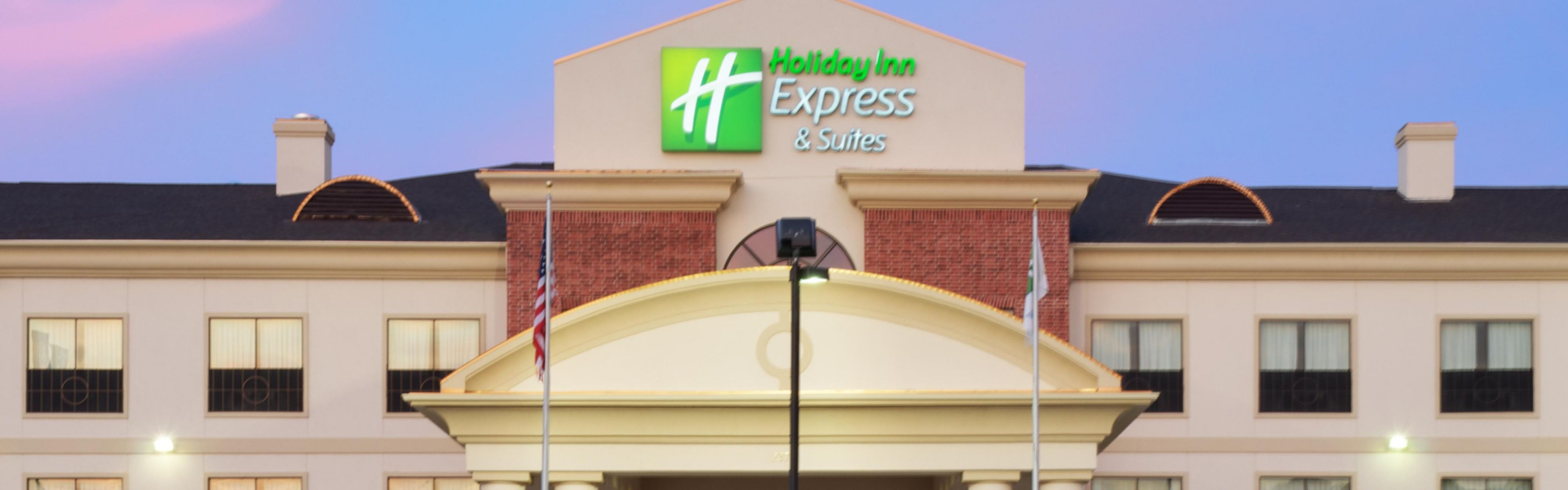 Holiday Inn Express & Suites Sealy image 0