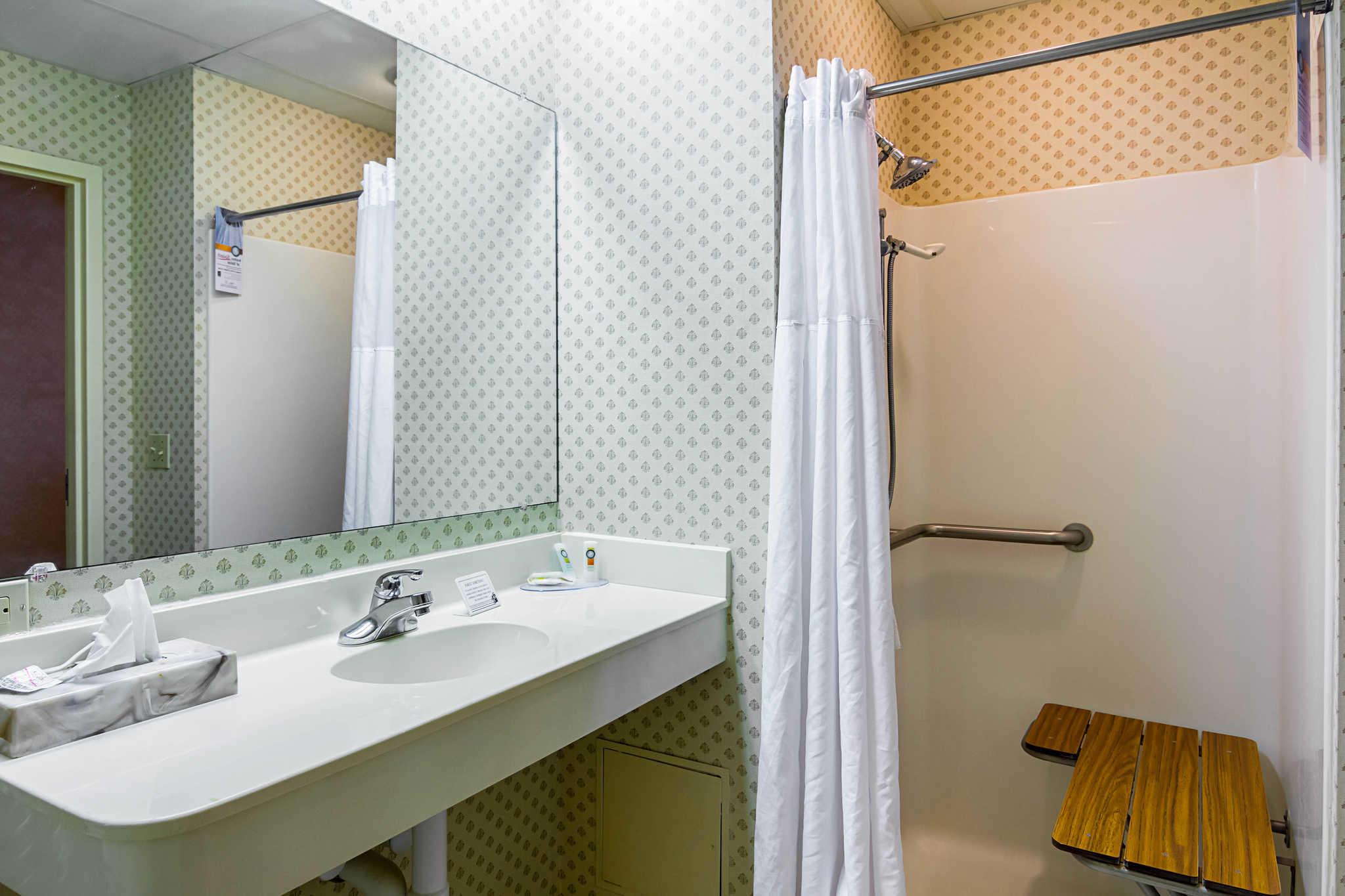 Quality Inn & Suites Kearneysville - Martinsburg image 14