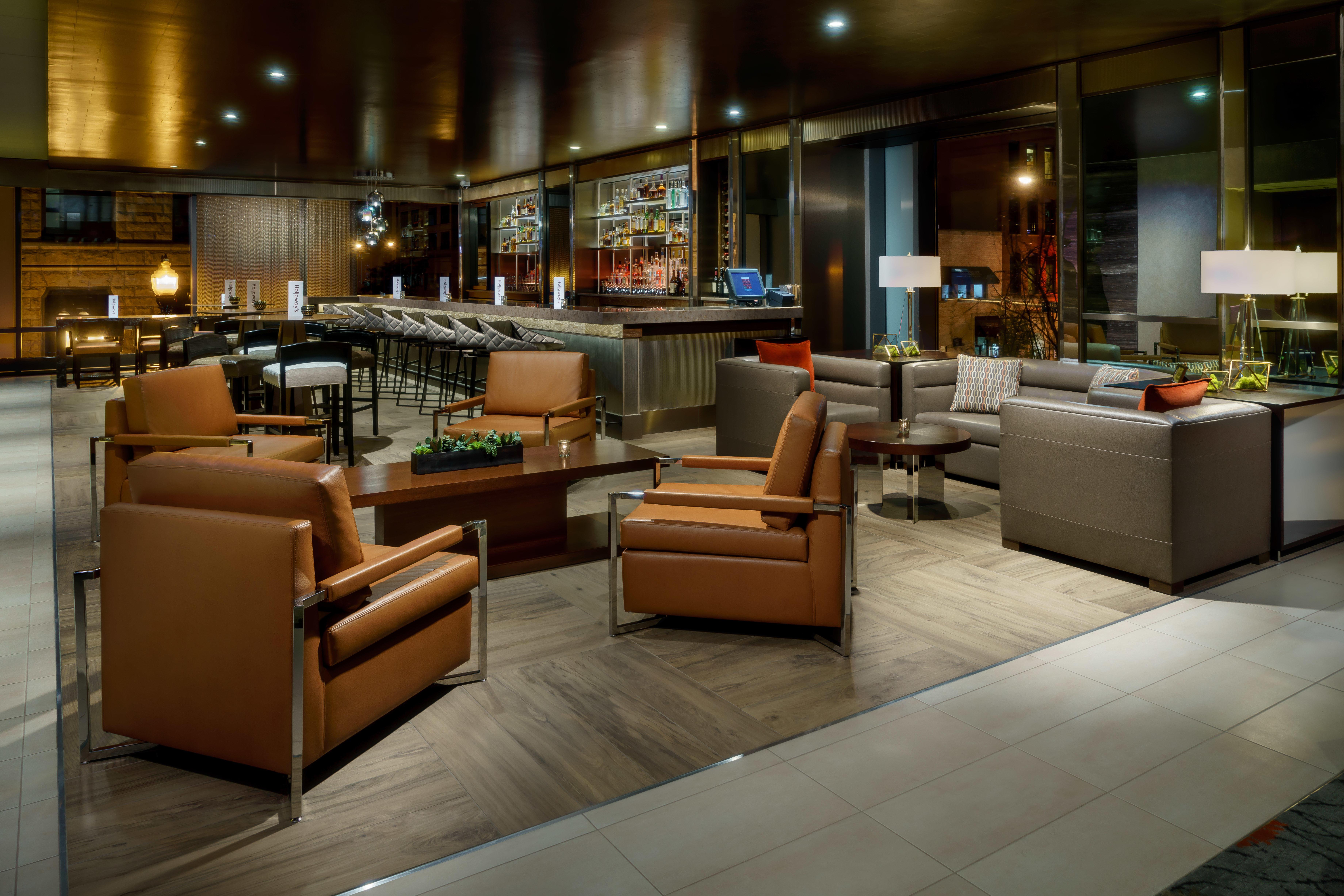 Holloway's Bar image 0