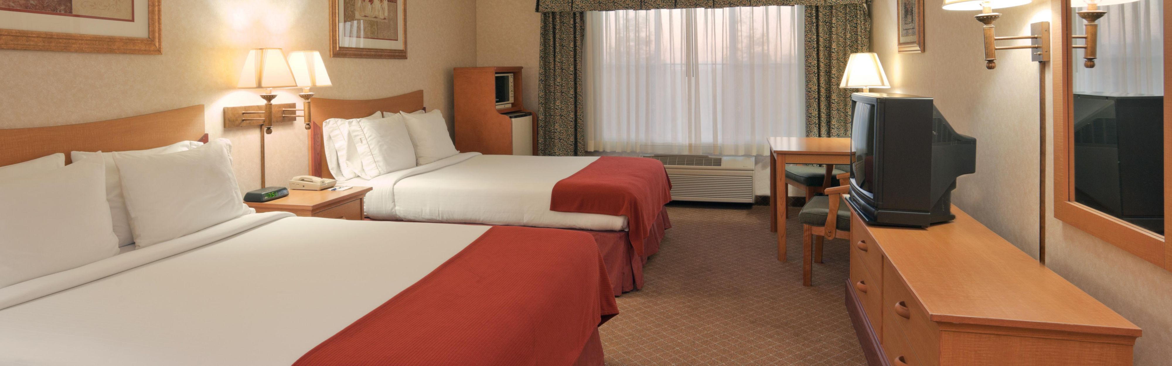 Holiday Inn Express & Suites Tracy image 1