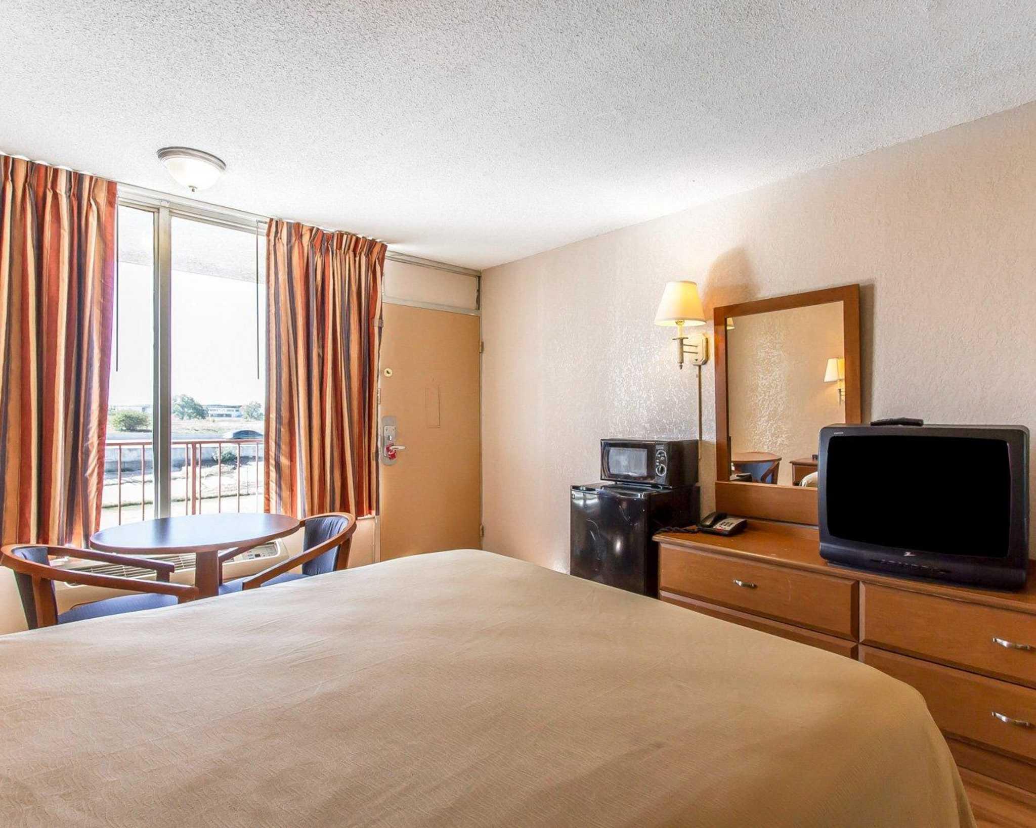 Econo Lodge  Inn & Suites Near Bricktown image 16