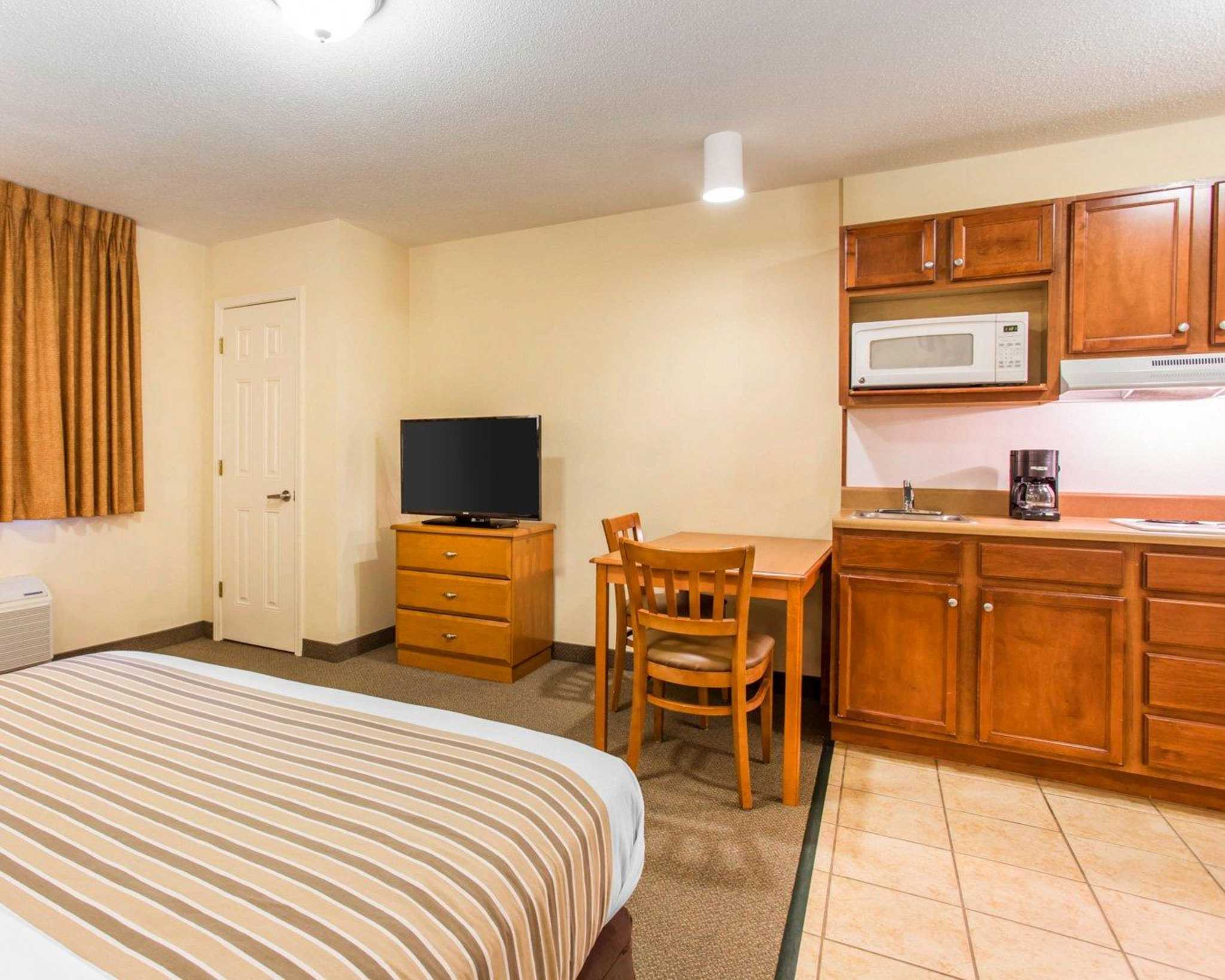 Suburban Extended Stay Airport image 9